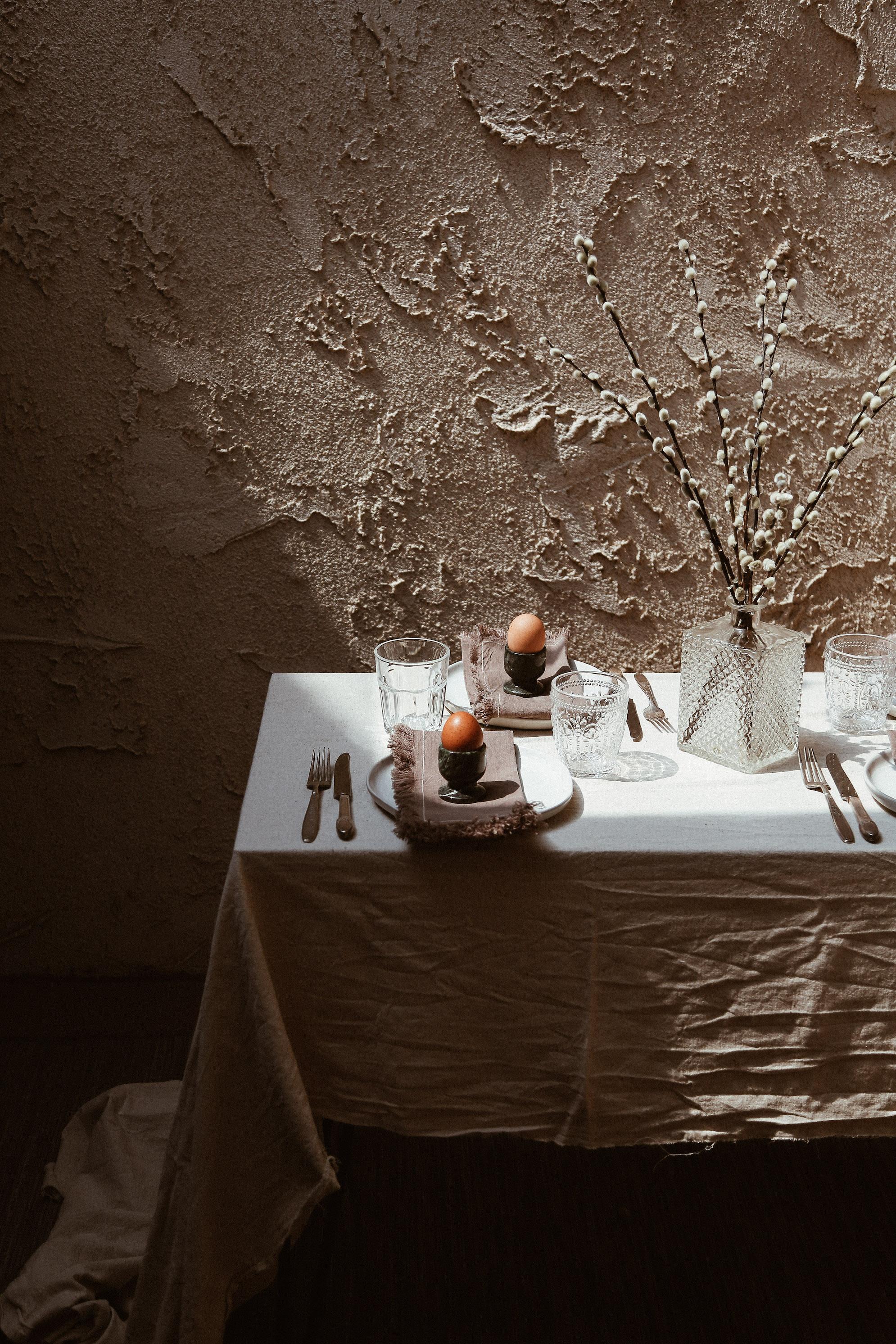 simple easter table decor-2.jpg