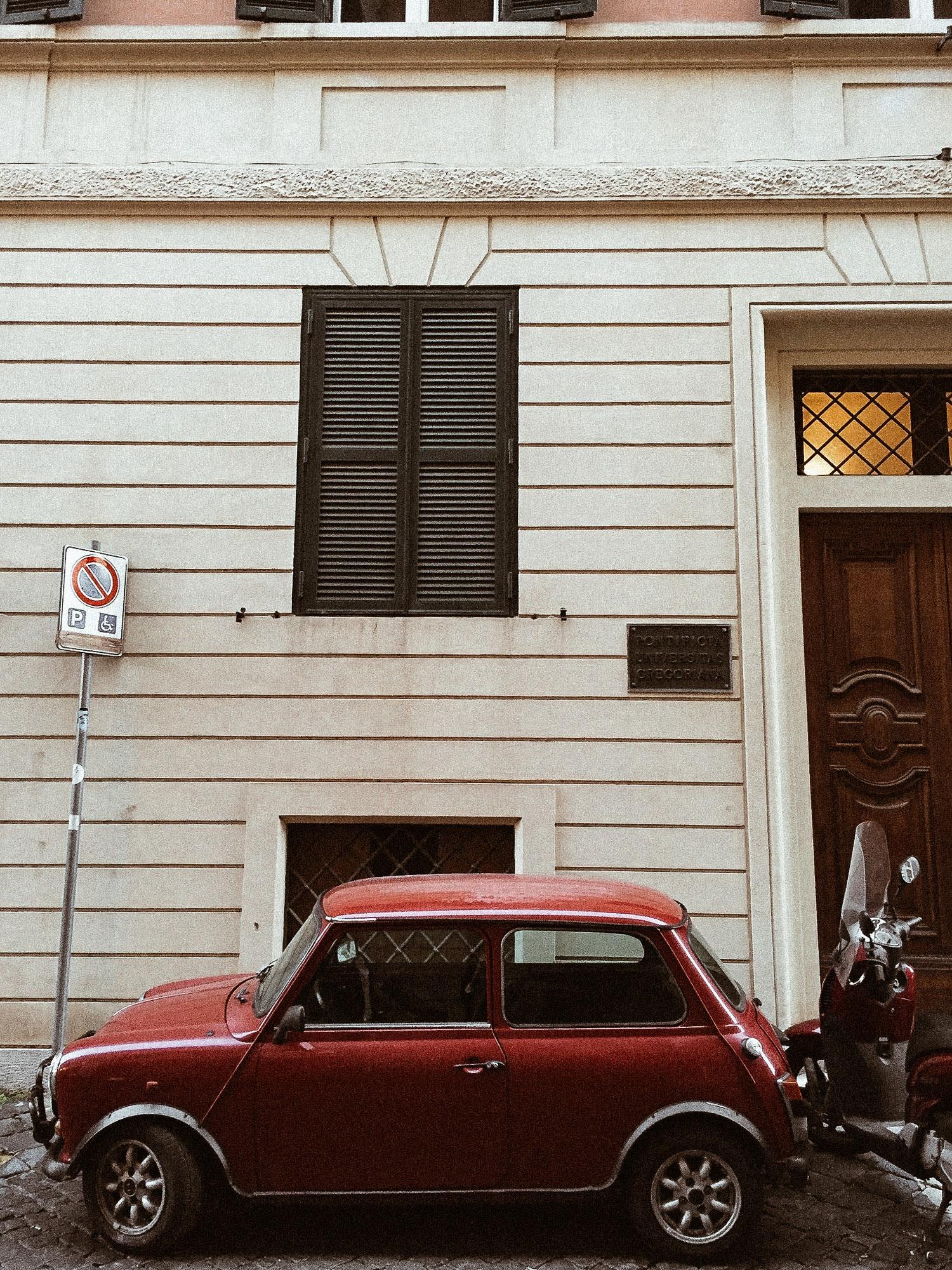 old car in Rome.jpg
