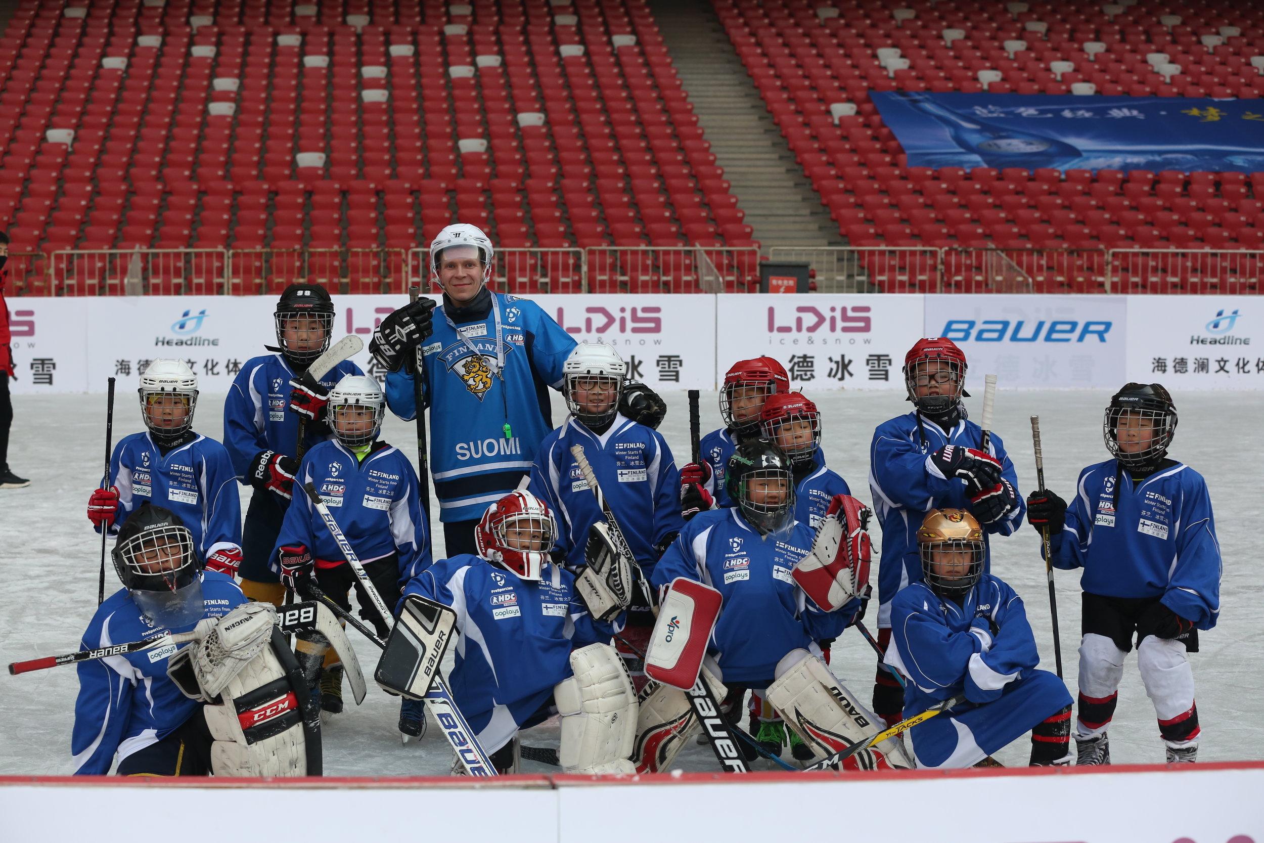 ice_hockey_junior_training_sasu_hovi_birds_nest_beijing_china