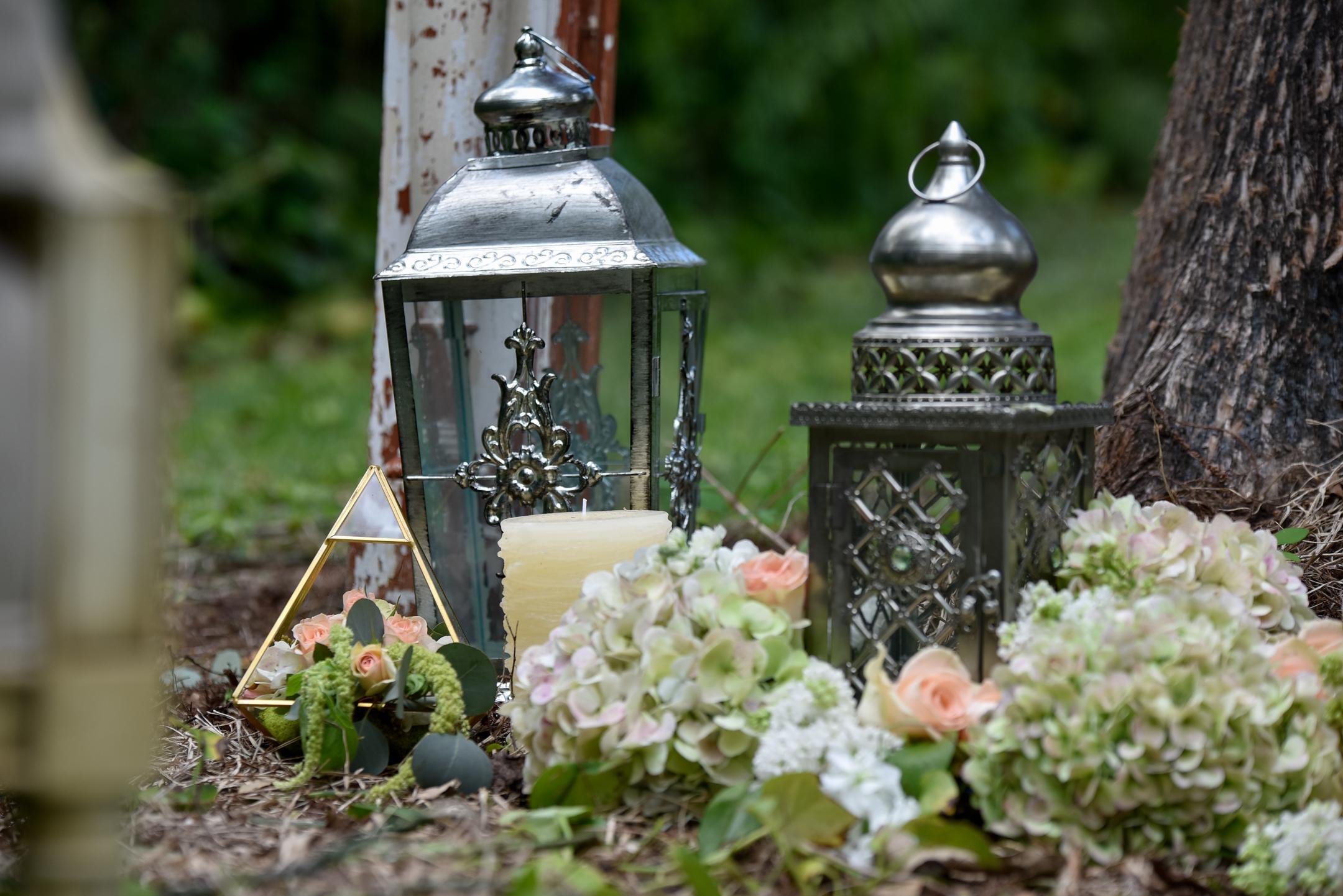 RUSTIC - Quaint & Romantic tones to set the mood.