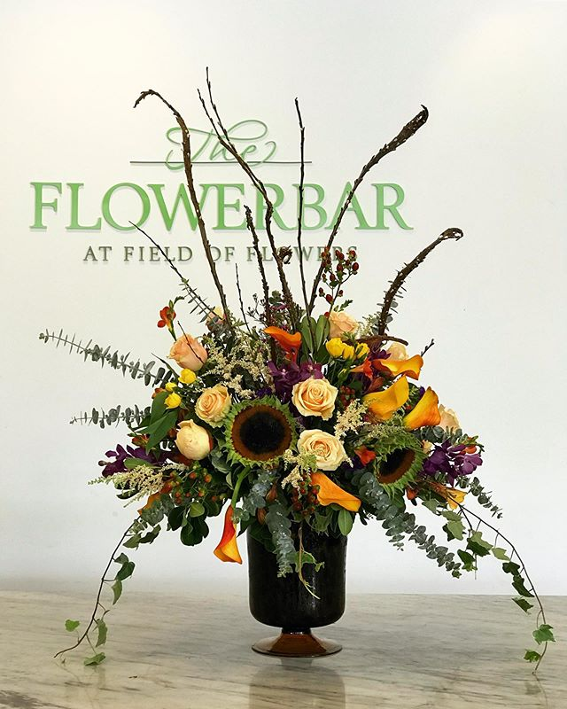 Messy chic can add a touch of rustic beauty to any event. 🌻🍃🌼 ____________________________________________ #gardendesign #chic #floralartistry #floralarrangement #flowers #rustic #floralinspiration #sundaylove #flowerstagram #vintage #celebrations