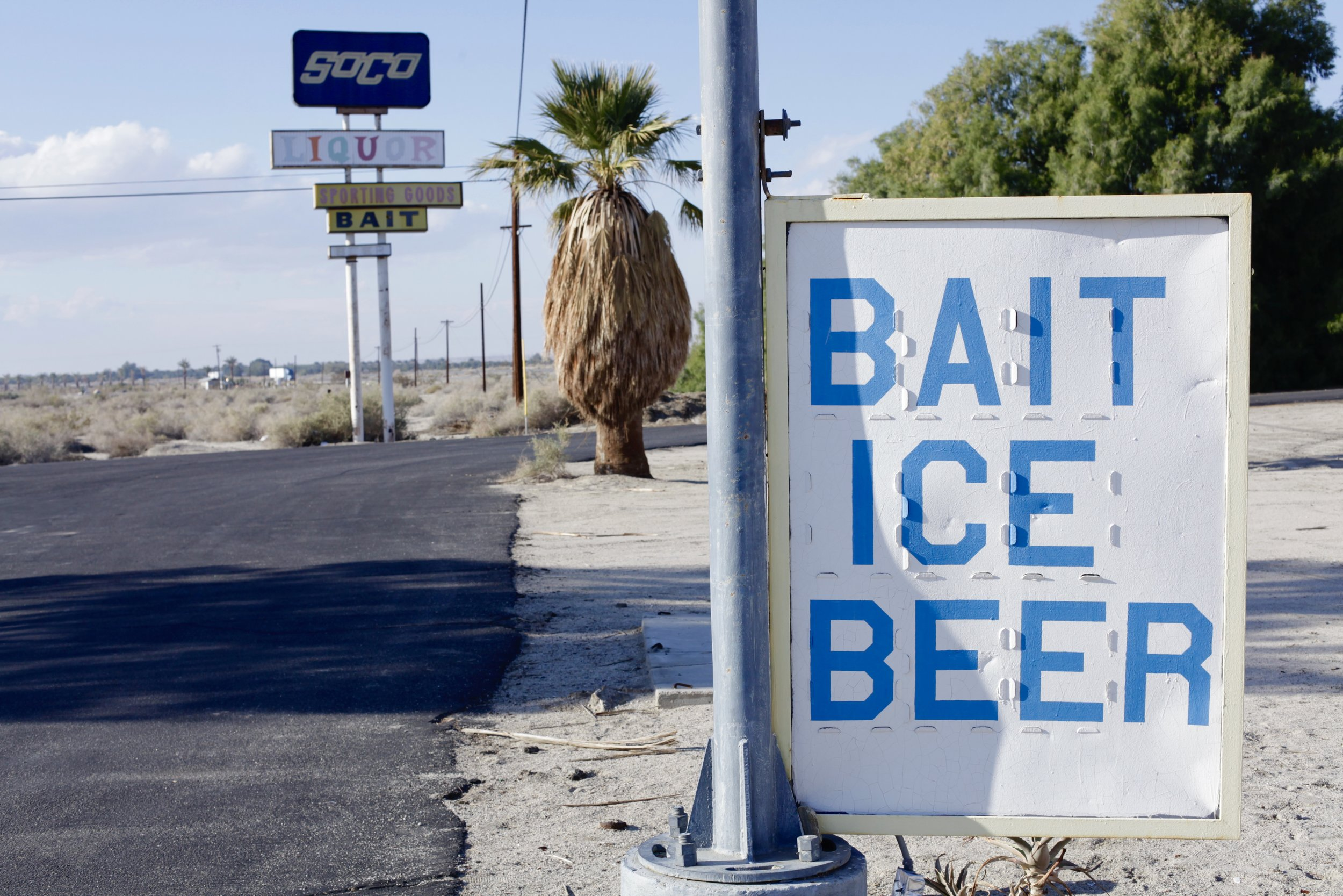 """One of the many """"Bait - Ice - Beer"""" advertisements found around Skip's Liquor and the International Banana Museum in North Shore, Calif. on Jan. 5, 2017. (Photo by Ethan Jakob Craft.)"""