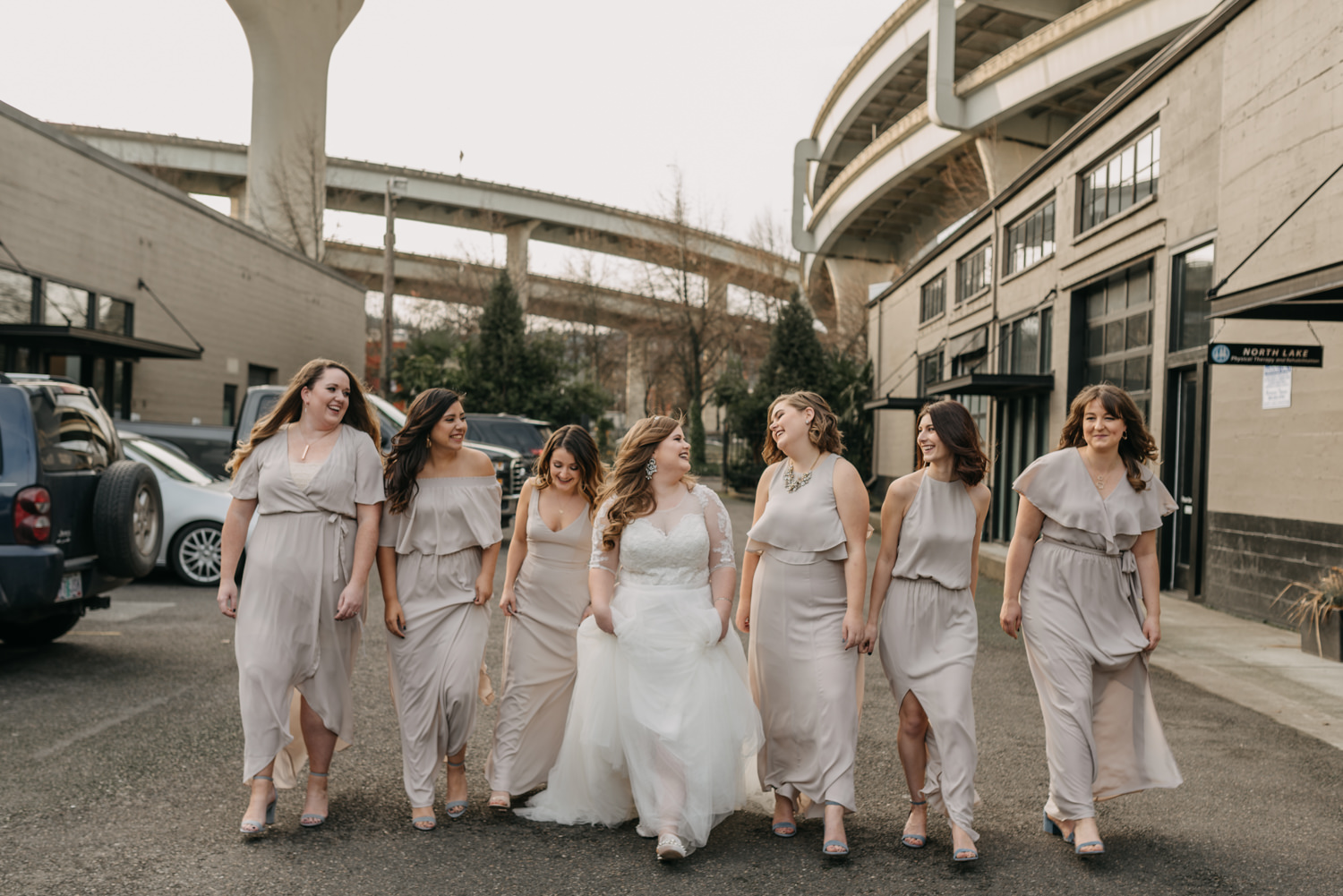 19Portland-Wedding-Getting-Ready-bridesmaids-pearl-district.jpg