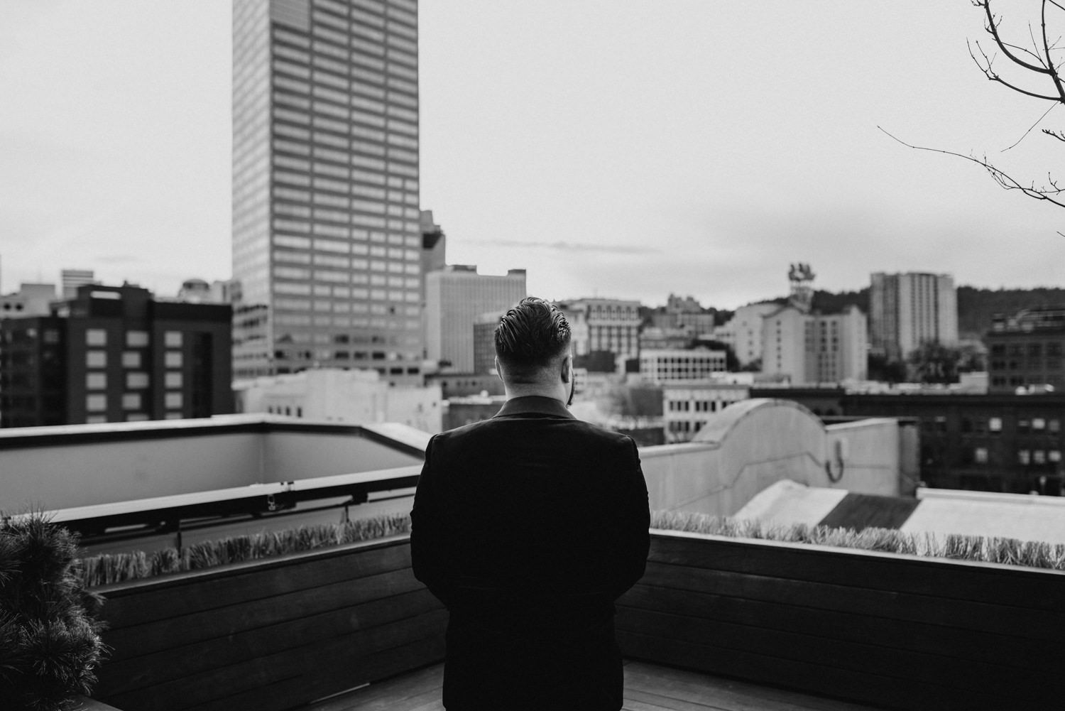 28Portland-Wedding-first-look-society-hotel-downtown.jpg