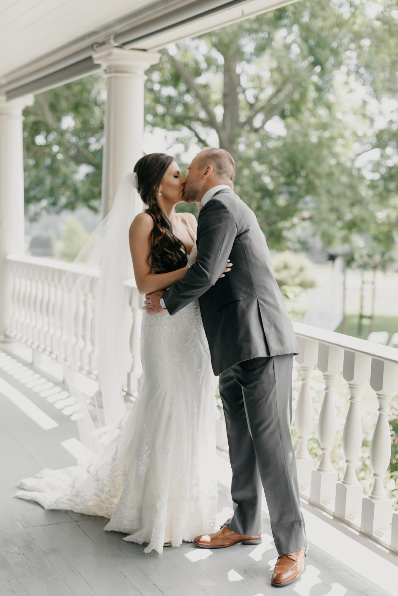 59-first-look-barn-kestrel-wedding-lake-oswego-wedding.jpg