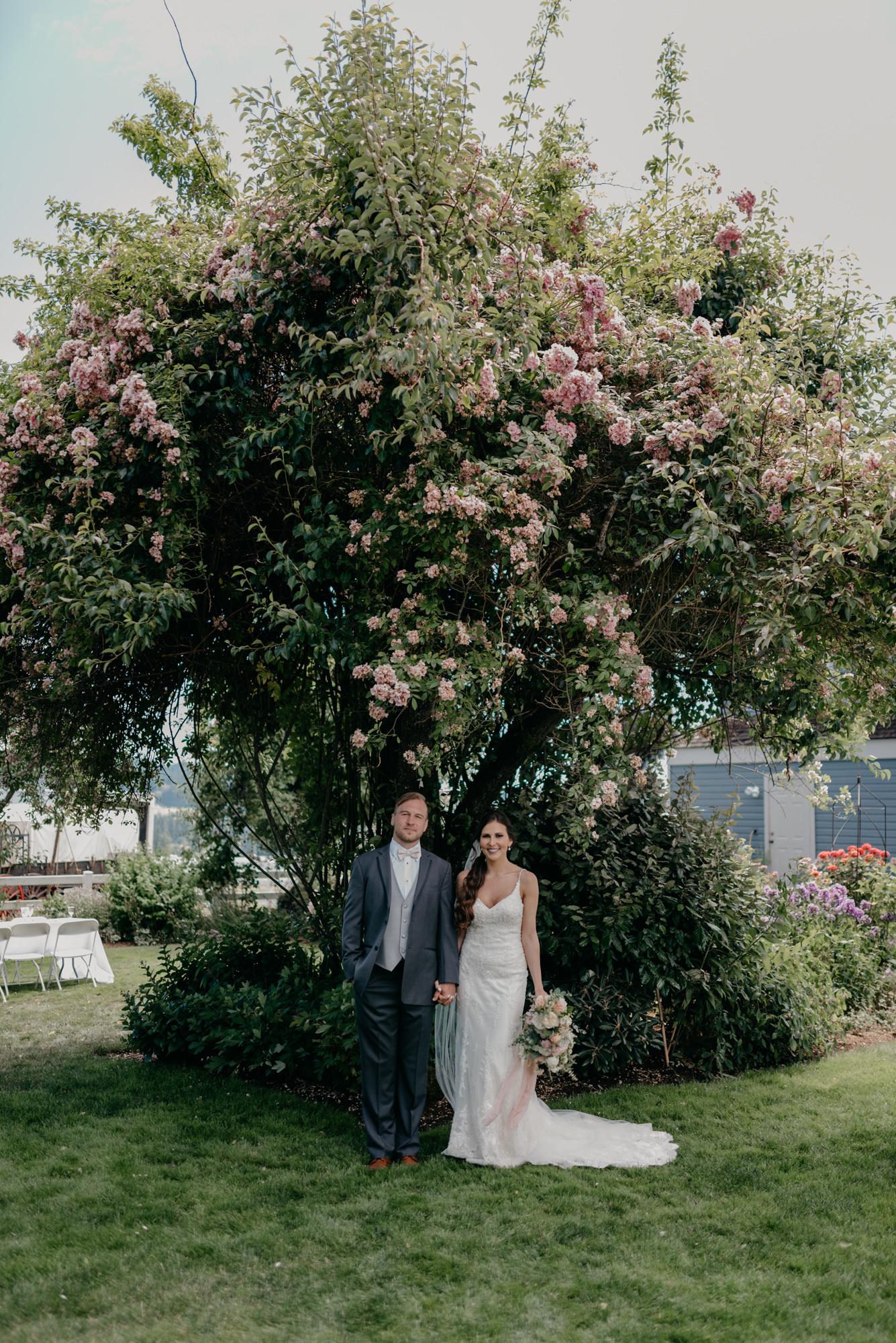 82-lake-oswego-wedding-portland-couple-rose-tree.jpg