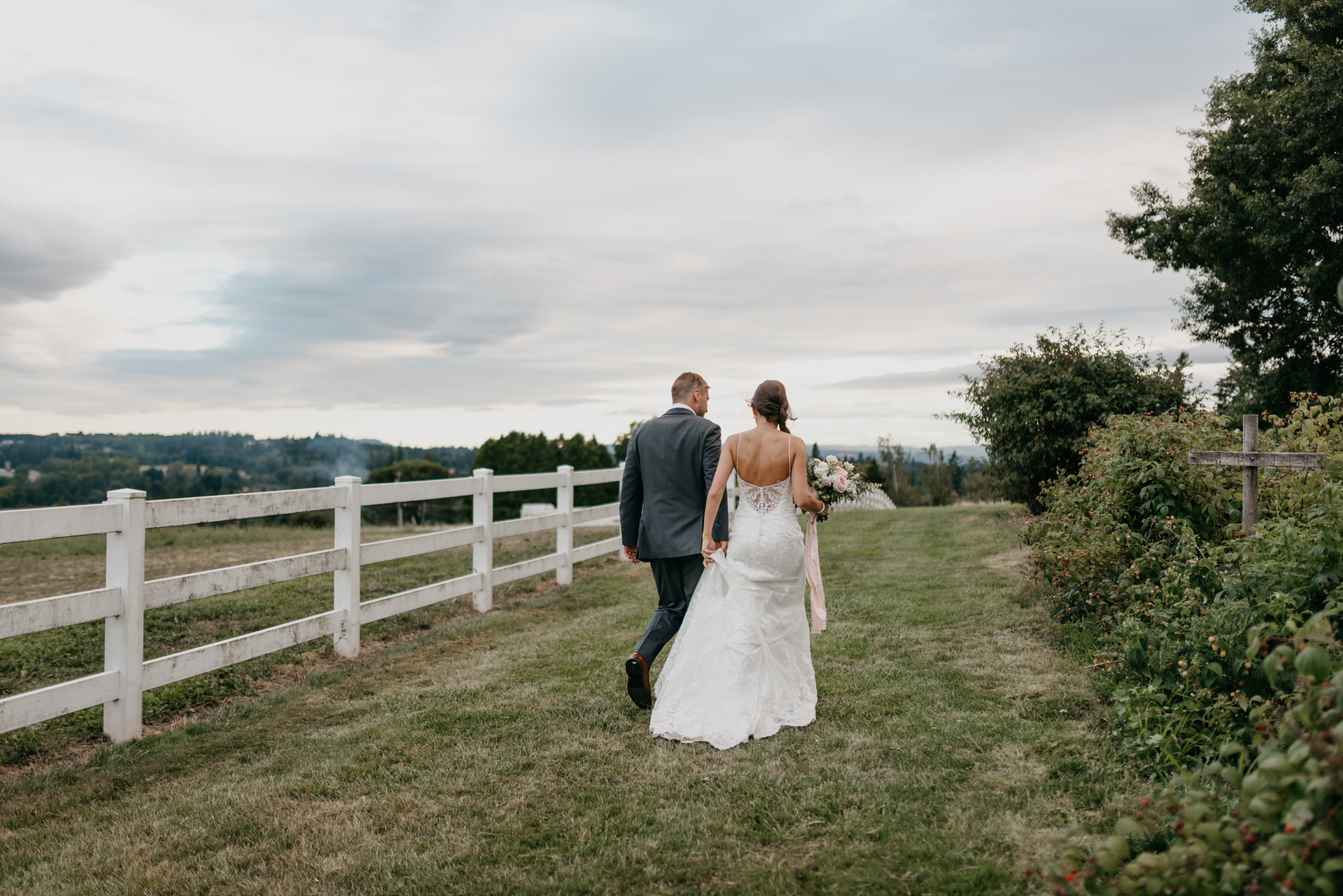 169-barn-kestrel-portland-northwest-horse-sunset-wedding.jpg