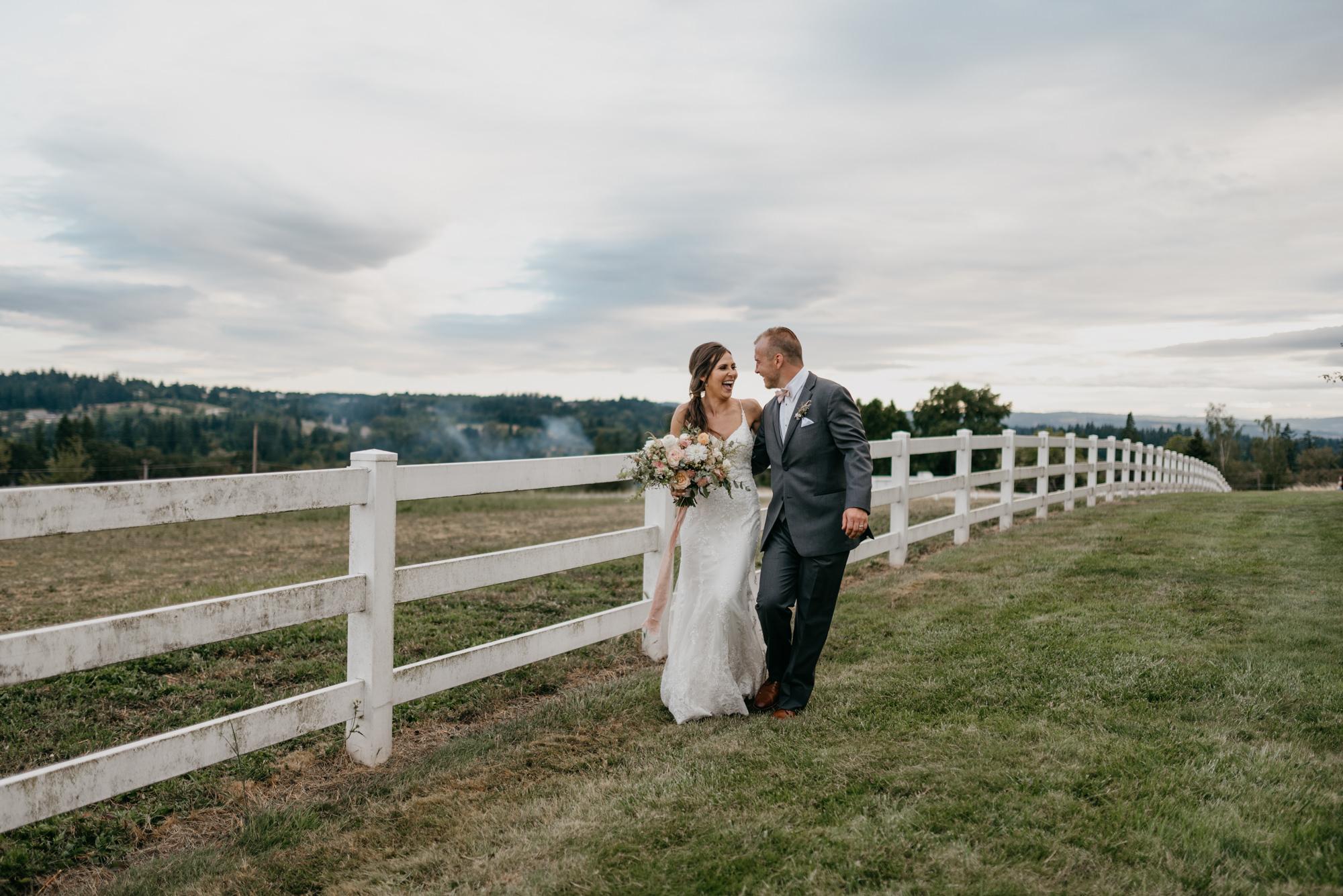 171-barn-kestrel-portland-northwest-horse-sunset-wedding.jpg