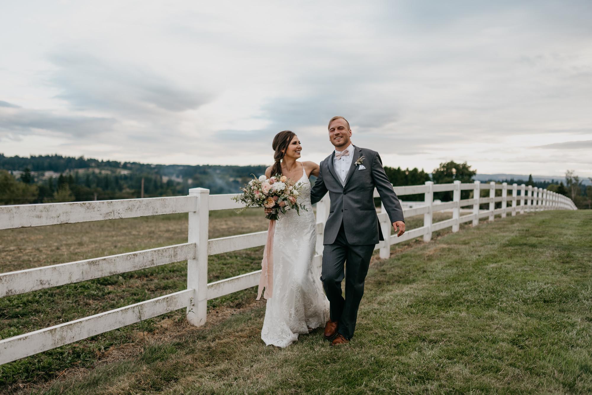 173-barn-kestrel-portland-northwest-horse-sunset-wedding.jpg