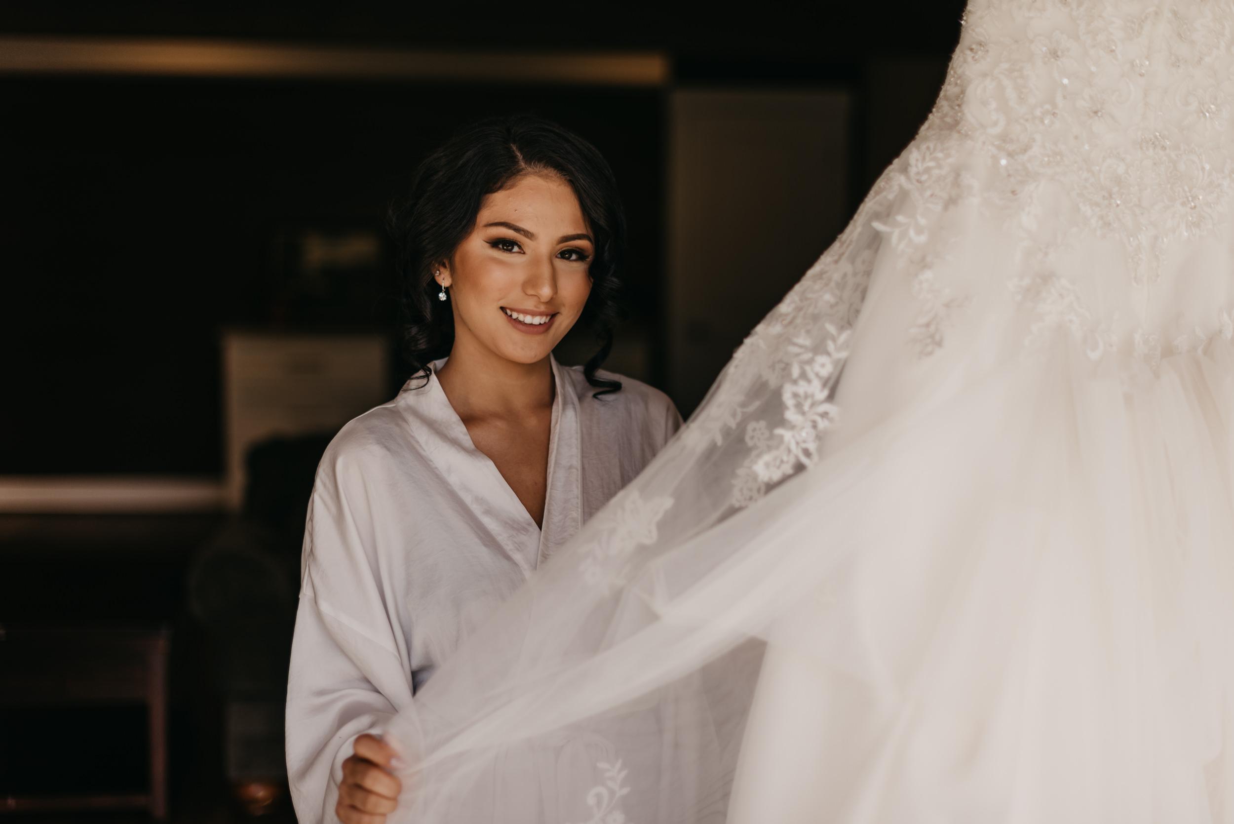 8-bride-getting-ready-groom-bridesmaids-6908.jpg