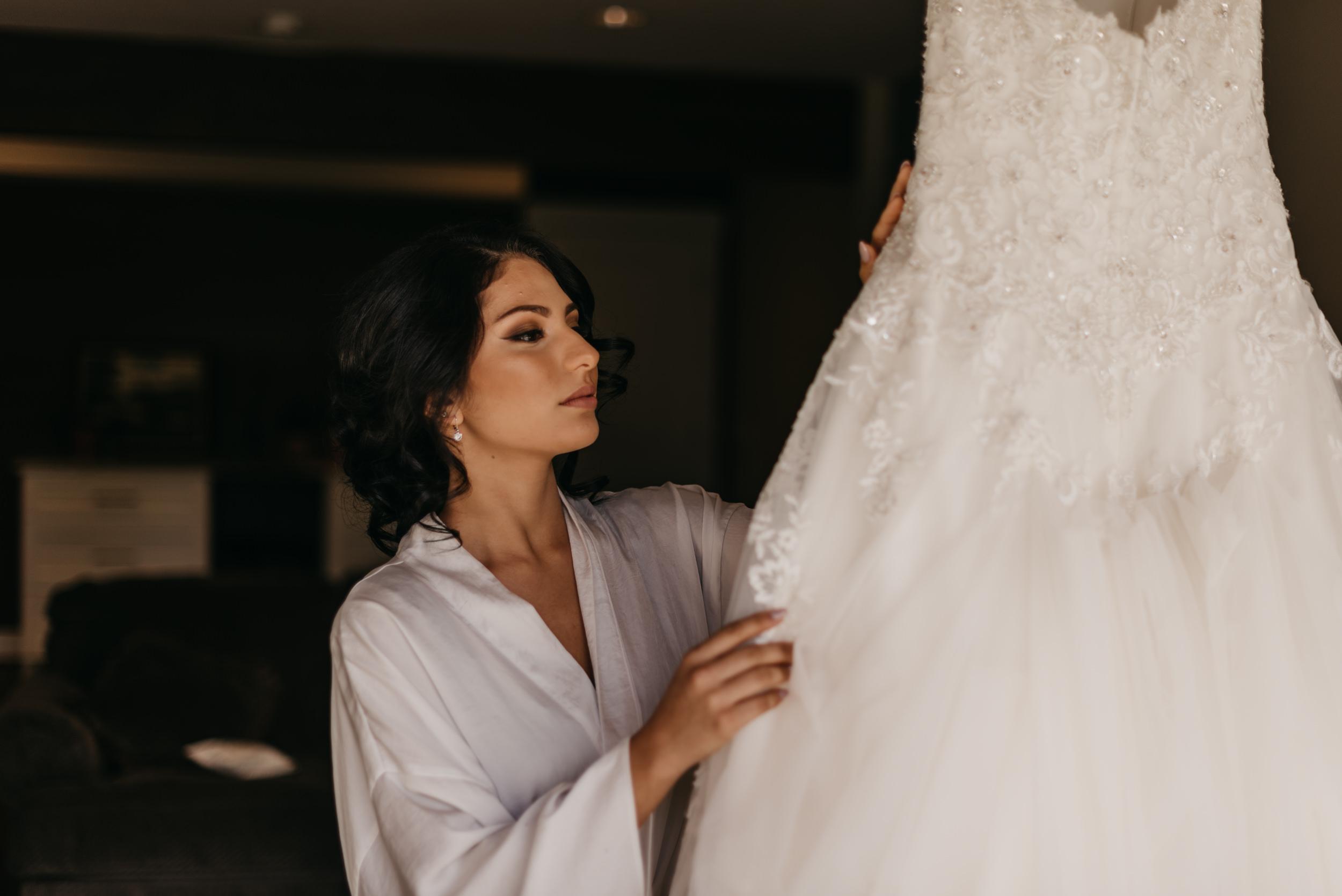 9-bride-getting-ready-groom-bridesmaids-6916.jpg