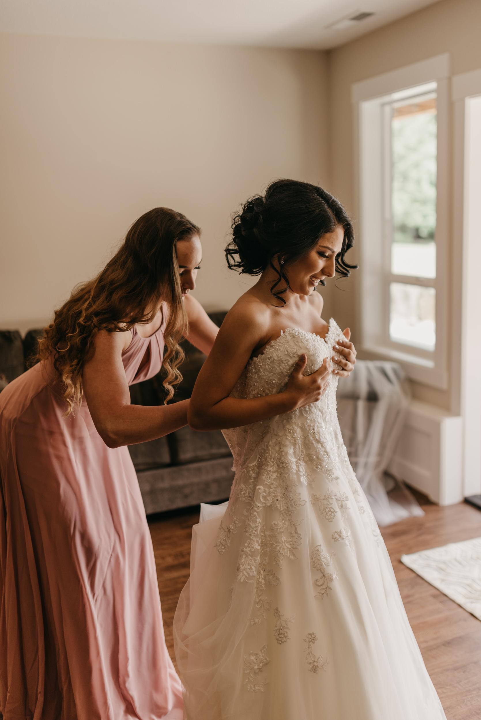 12-bride-getting-ready-groom-bridesmaids-6991.jpg