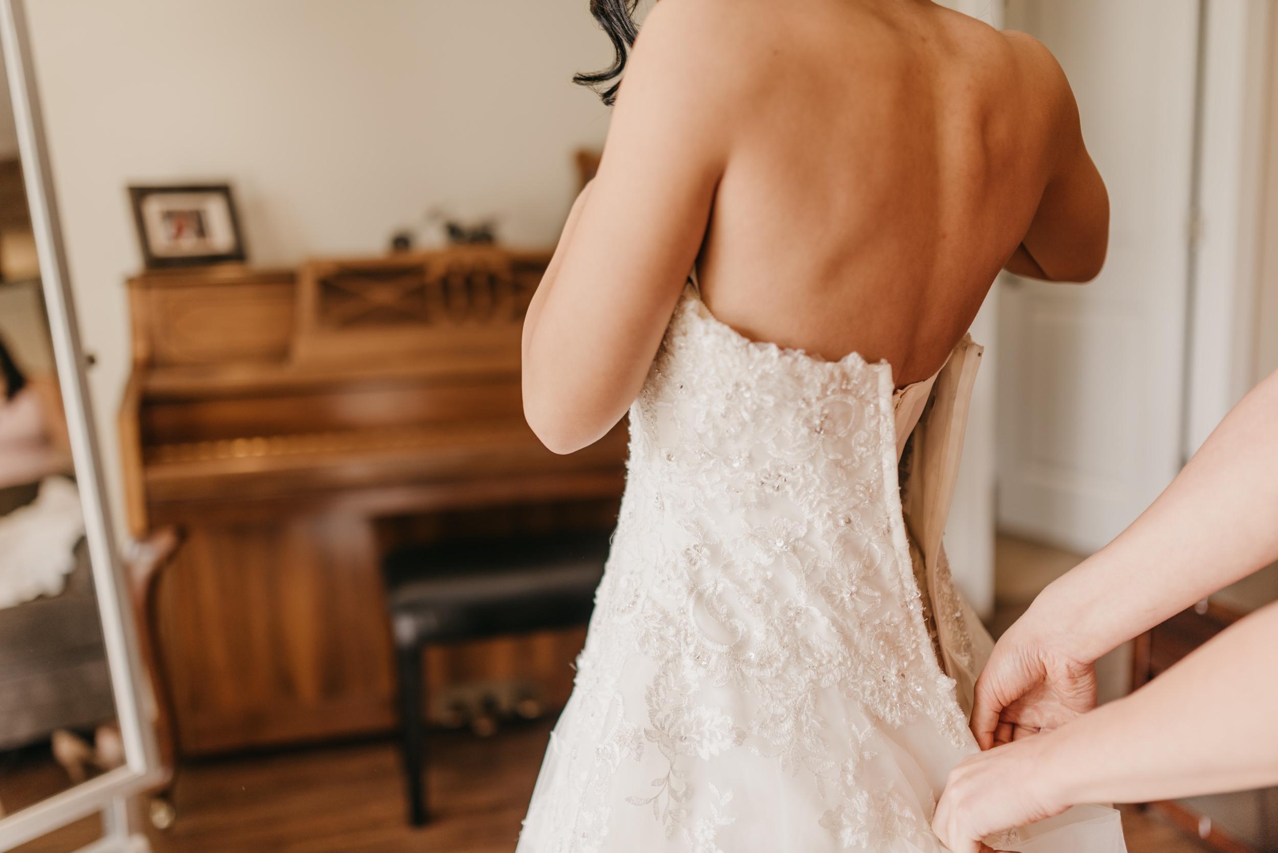 13-bride-getting-ready-groom-bridesmaids-6995.jpg