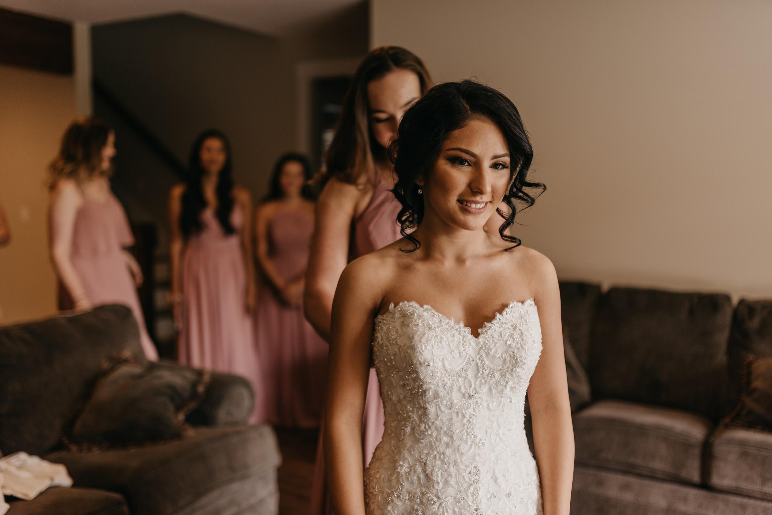 14-bride-getting-ready-groom-bridesmaids-7015.jpg