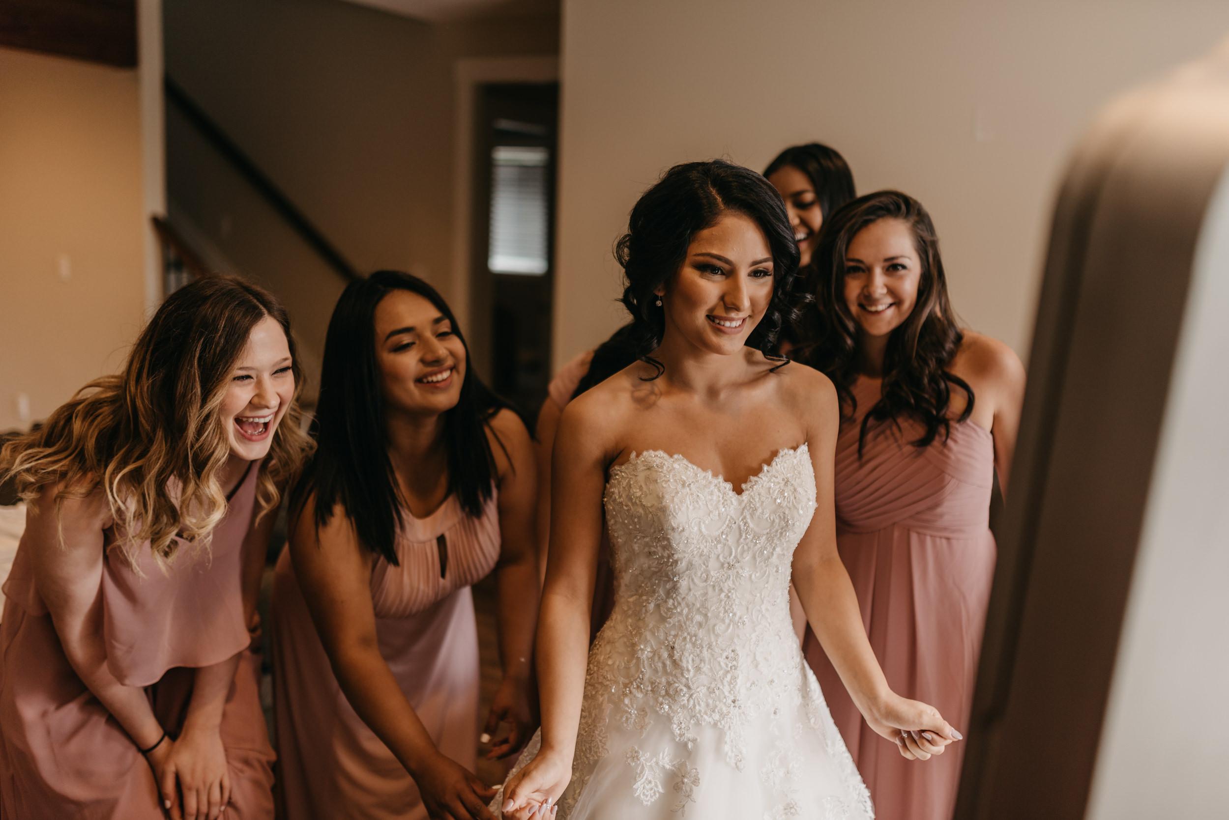 15-bride-getting-ready-groom-bridesmaids-7037.jpg