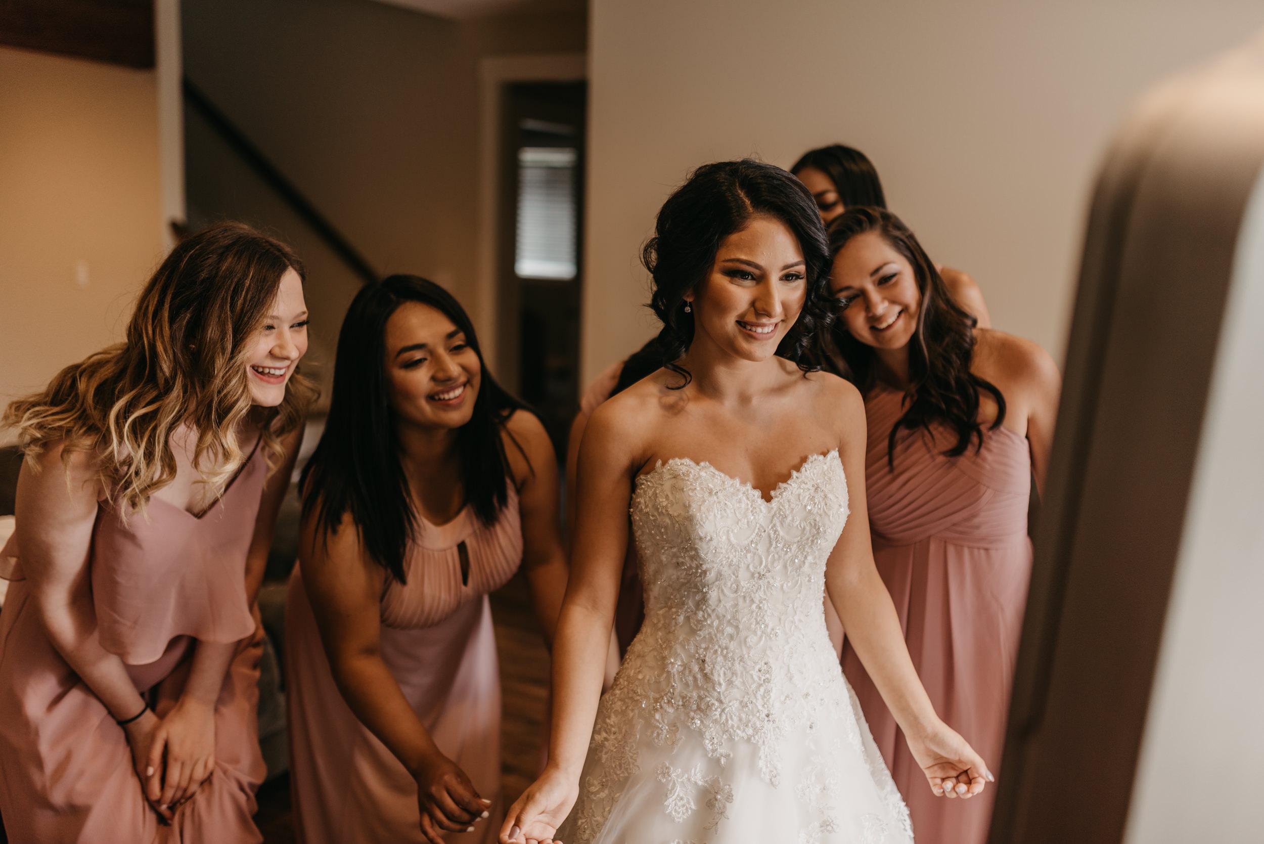 16-bride-getting-ready-groom-bridesmaids-7038.jpg
