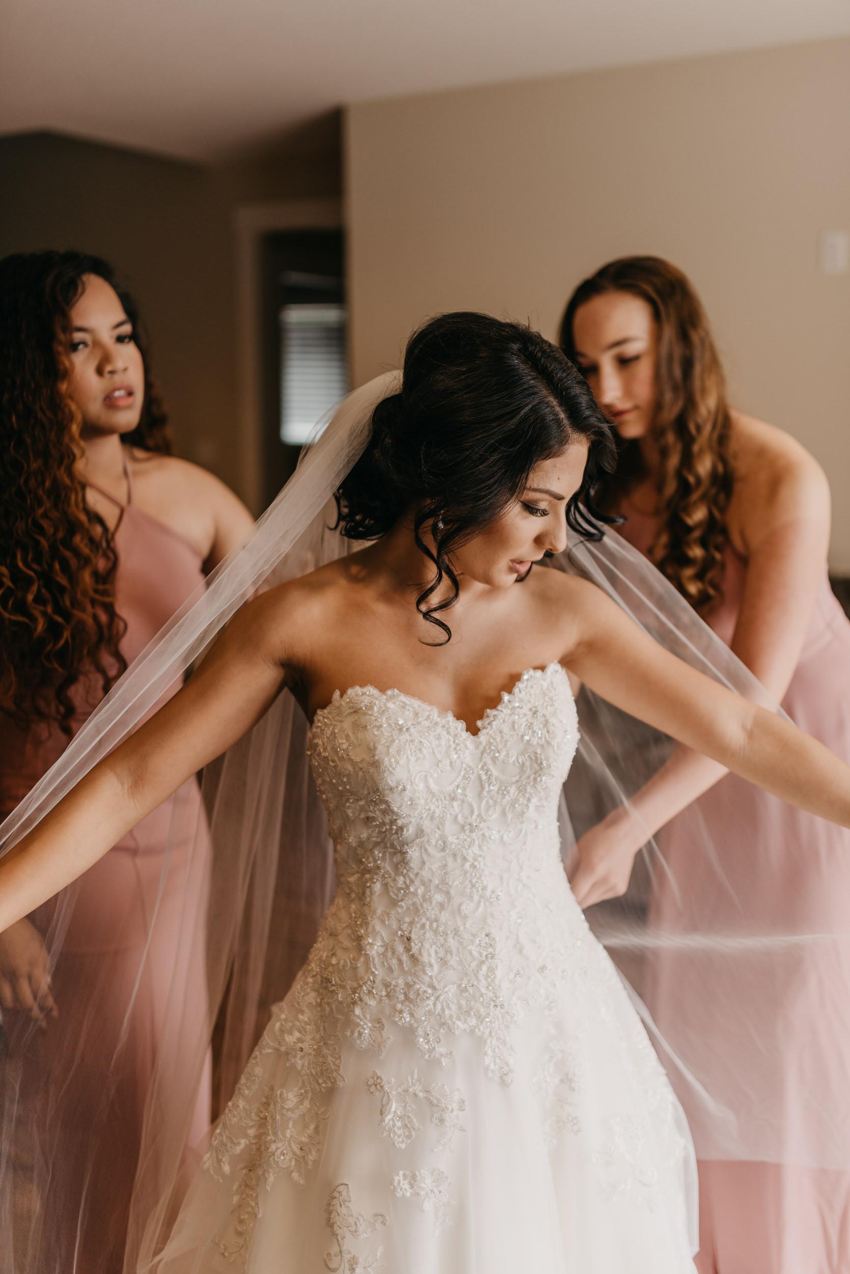 18-bride-getting-ready-groom-bridesmaids-7080.jpg