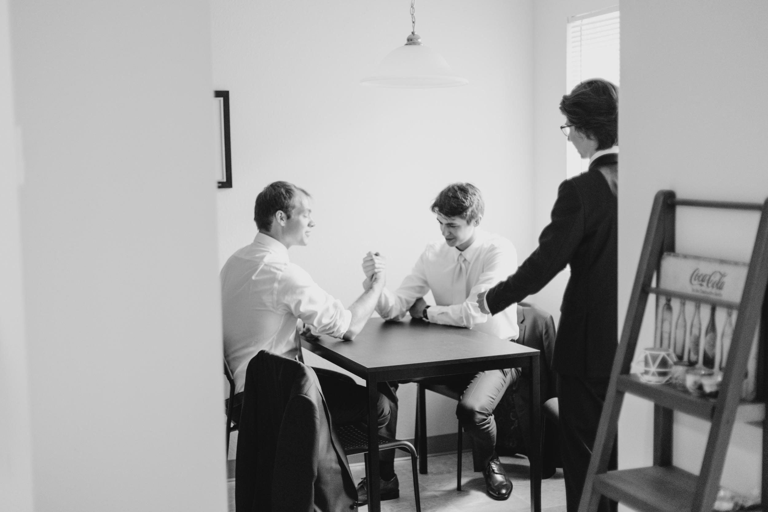 19-bride-getting-ready-groom-bridesmaids-0275.jpg
