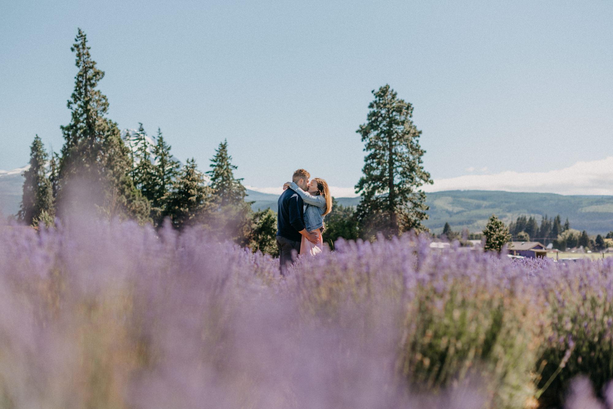 10-Mt-hood-lavender-farms-engagment-couple-summer-7166.jpg