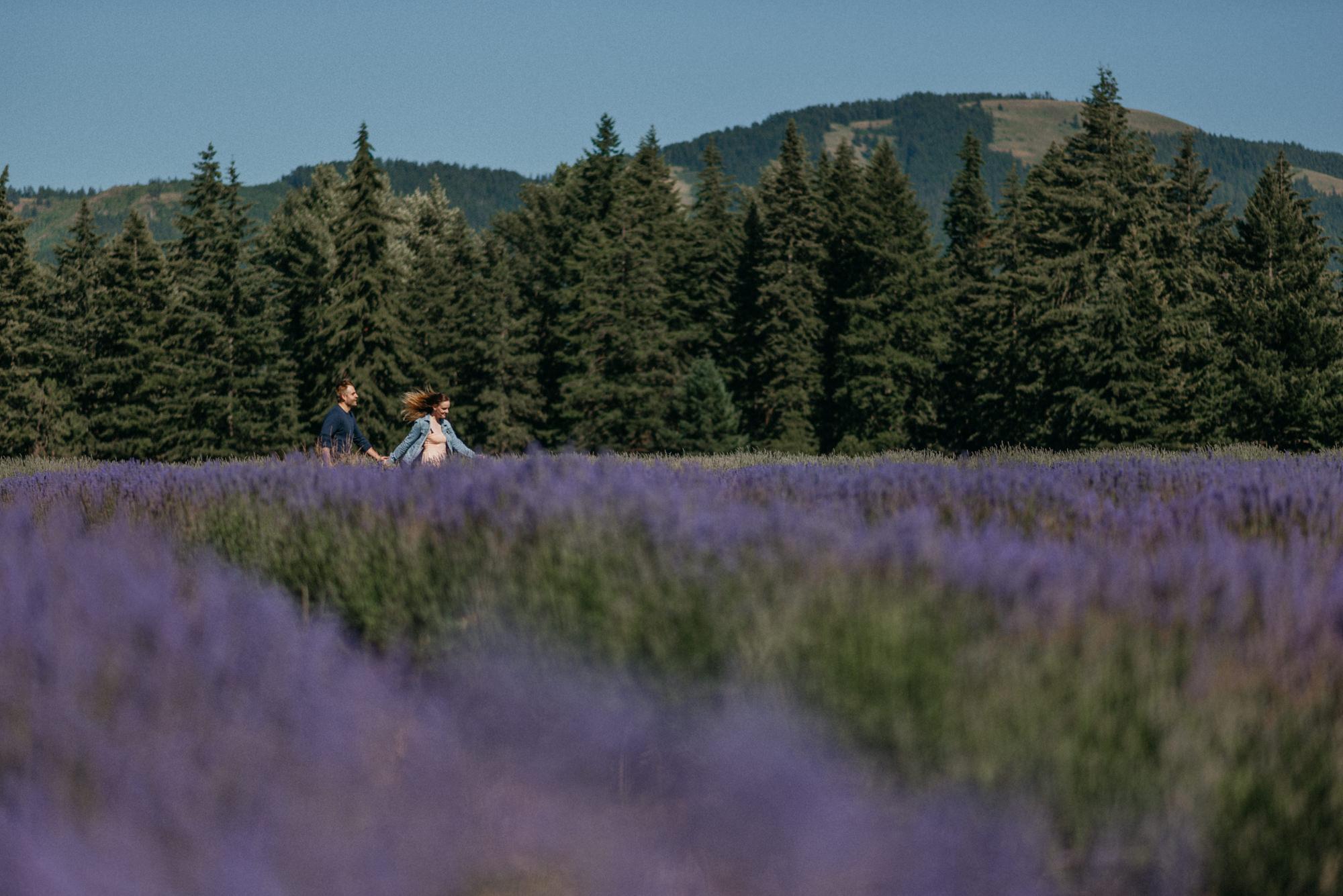22-Mt-hood-lavender-farms-engagment-couple-summer-7569.jpg