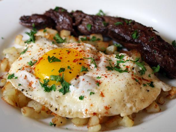 _steak_eggs1.jpg