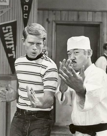 Ron Howard with Morita, as Arnold Takahashi, in Happy Days