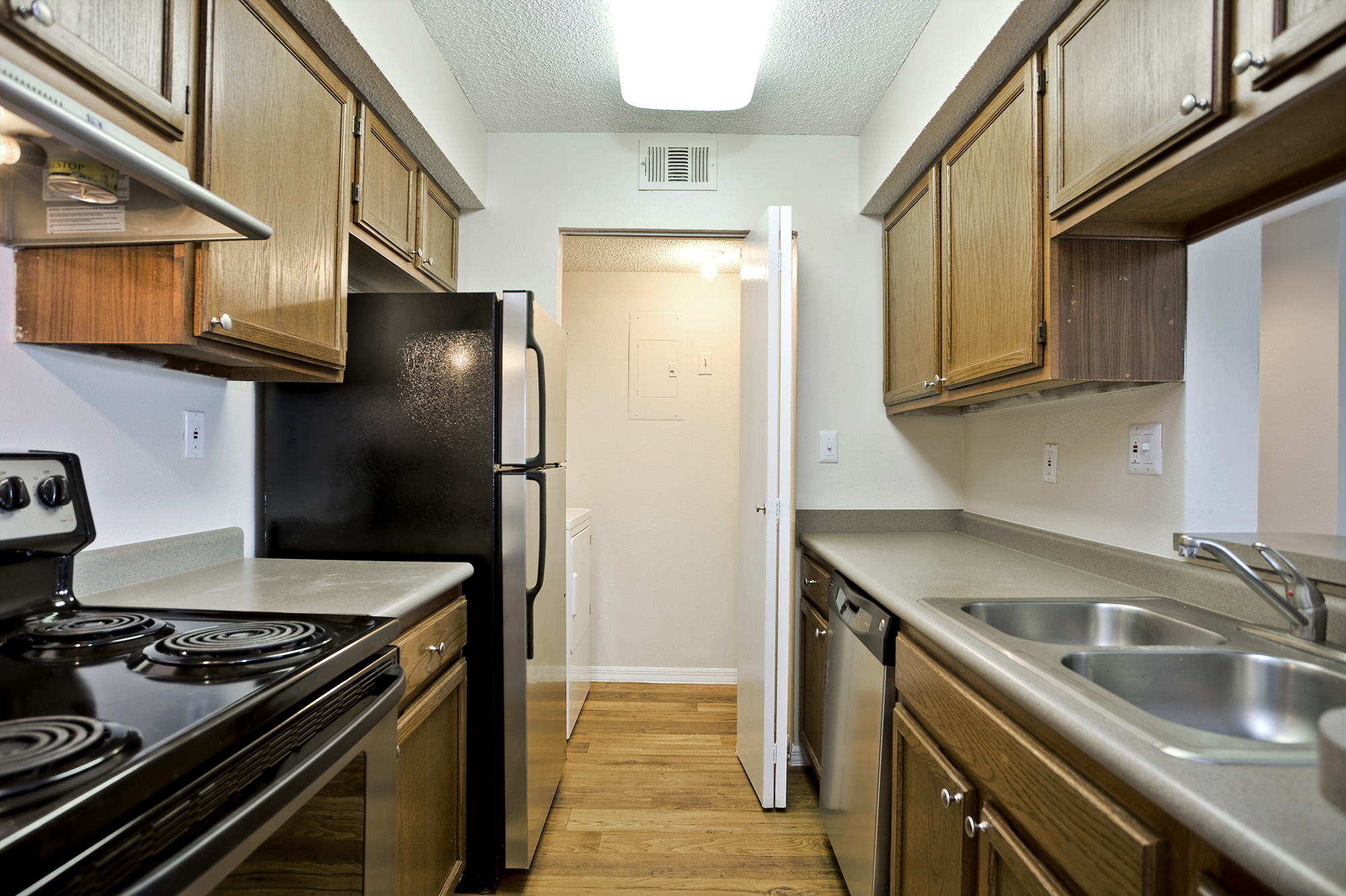 CharlestonLandings-Rental-Apartment-Brandon-Tampa-Florida-Bedrooms-Kitchen.jpg