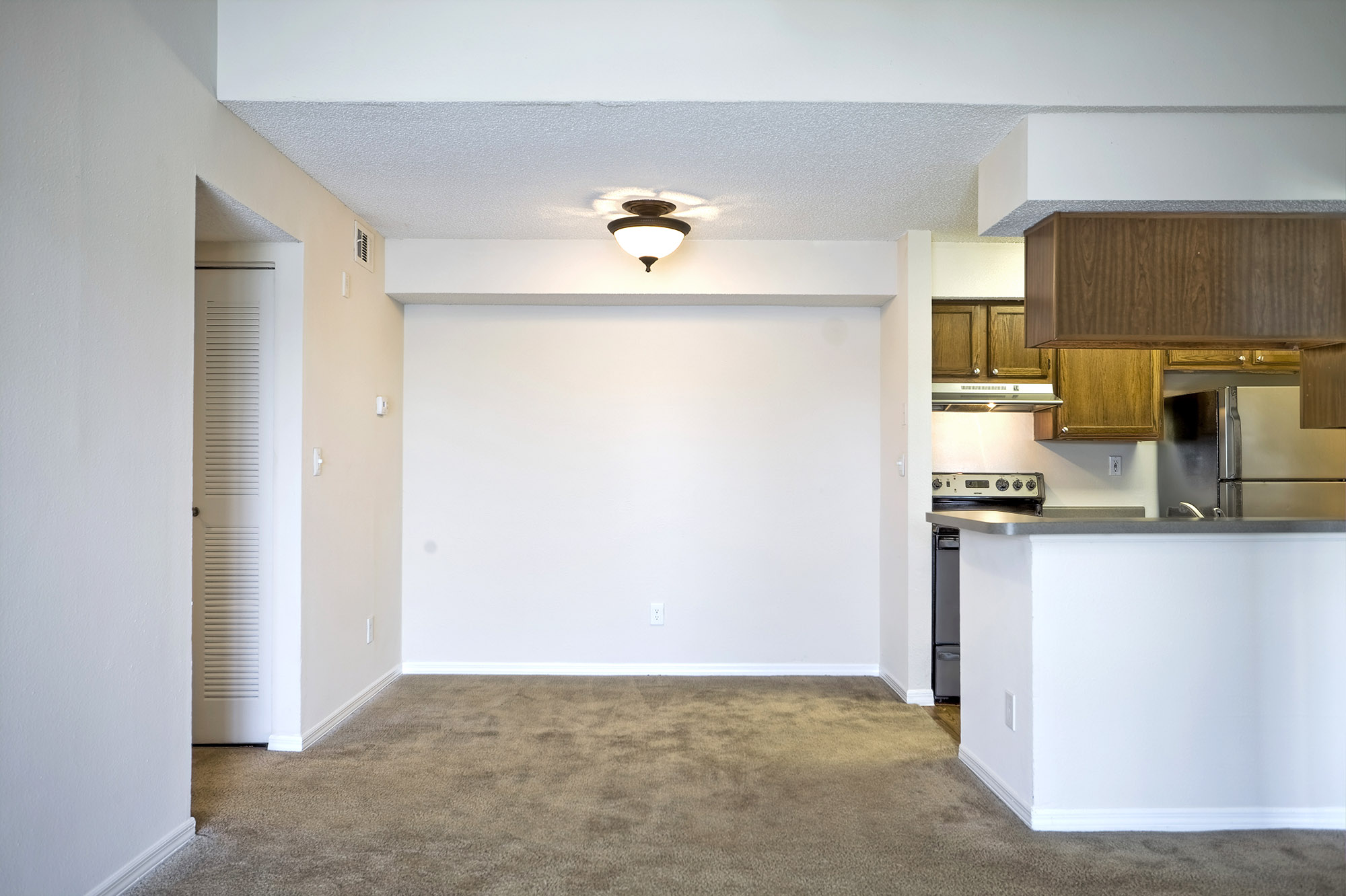 CharlestonLandings-Rental-Apartment-Brandon-Tampa-Florida-Bedrooms-Kitchen2.jpg