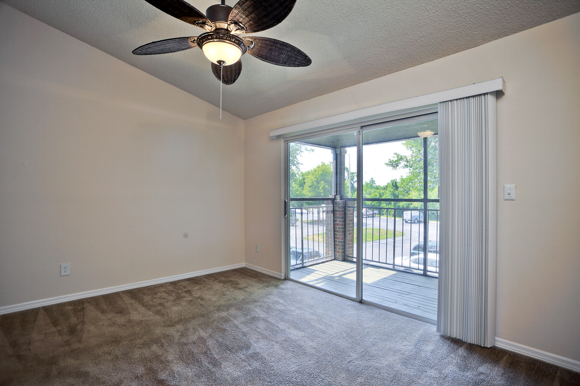CharlestonLandings-Rental-Apartment-Brandon-Tampa-Florida-Interior1.jpg
