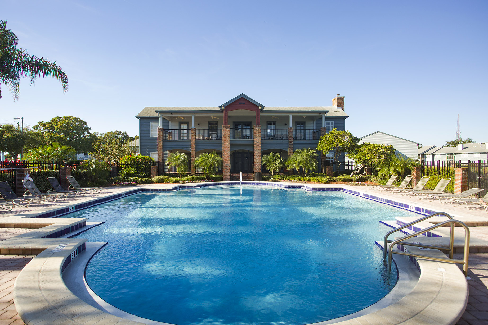 CharlestonLandings-Rental-Apartment-Brandon-Tampa-Florida-Pool2.jpg