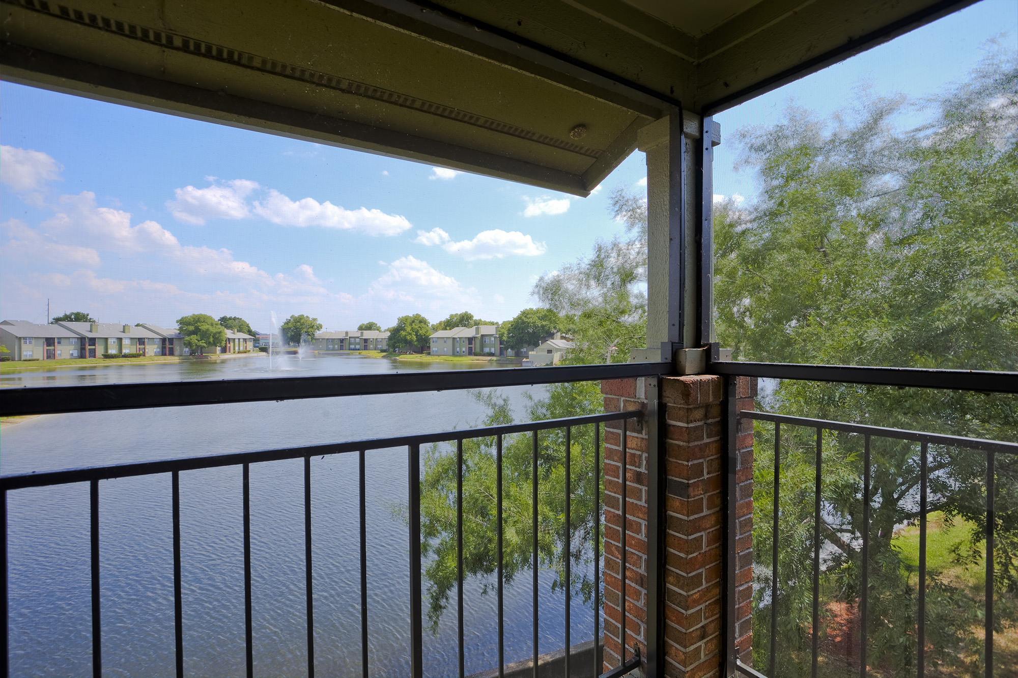 CharlestonLandings-Rental-Apartment-Brandon-Tampa-Florida-Pool-Bedrooms-Exterior3.jpg