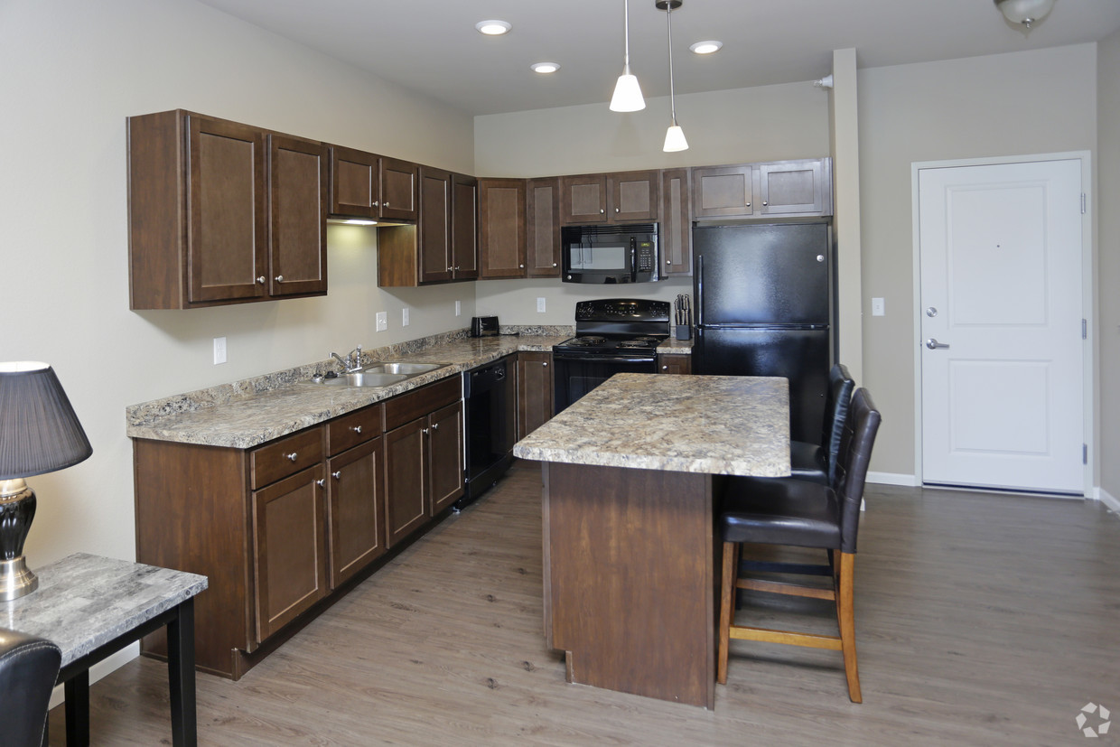 brookledge-at-fox-hills-watford-city-nd-kitchen-and-dining-area (4).jpg