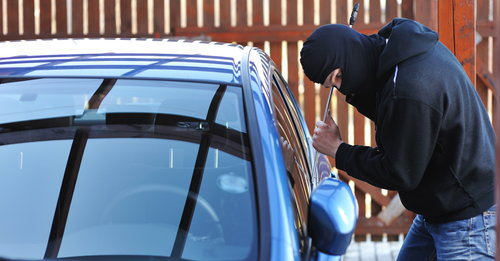 Picture of a thief breaking a car window
