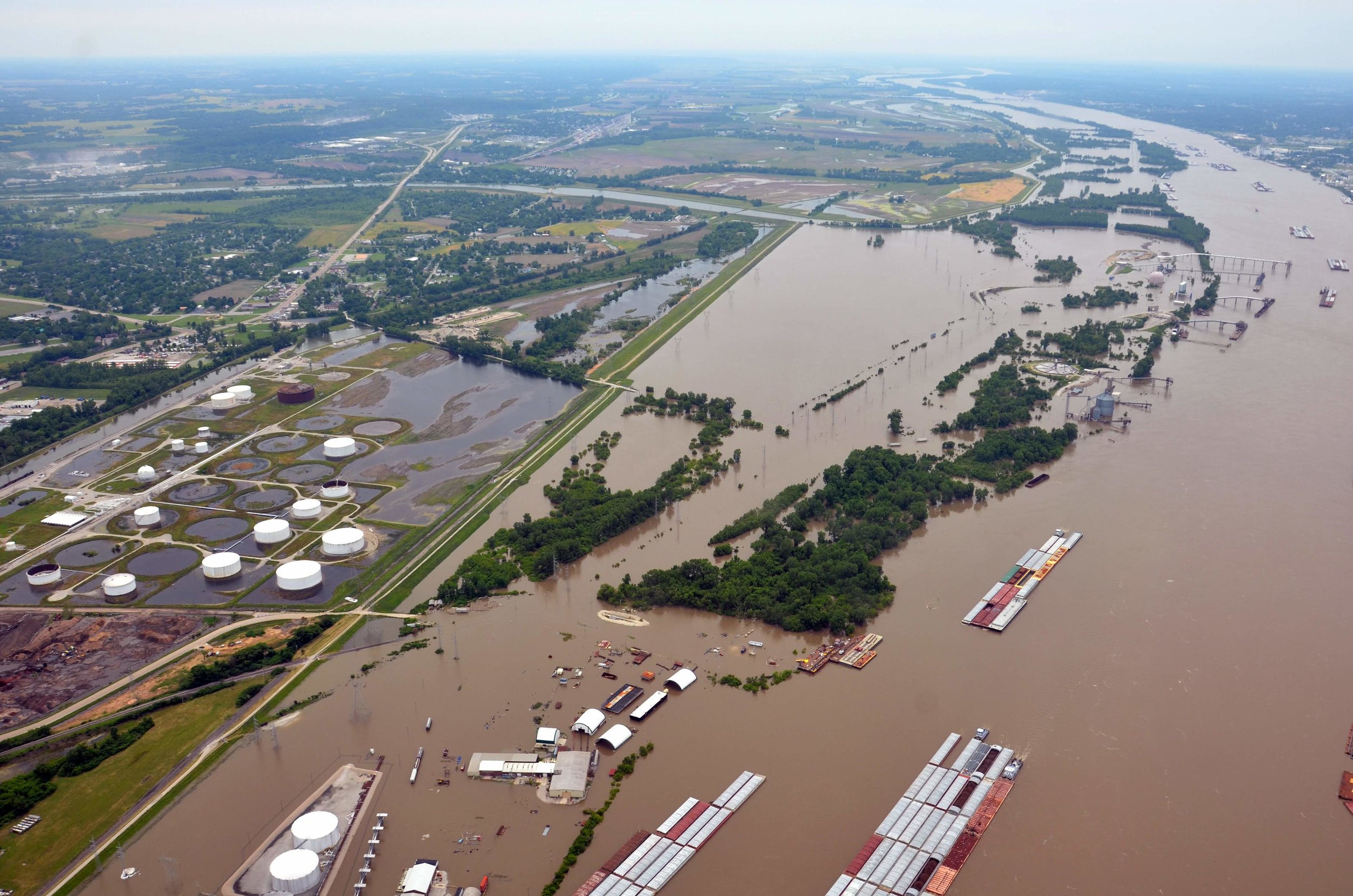 Flooded Mississippi River near downtown St. Louis, Missouri | Photo taken on June 3 by Derek Hoeferlin
