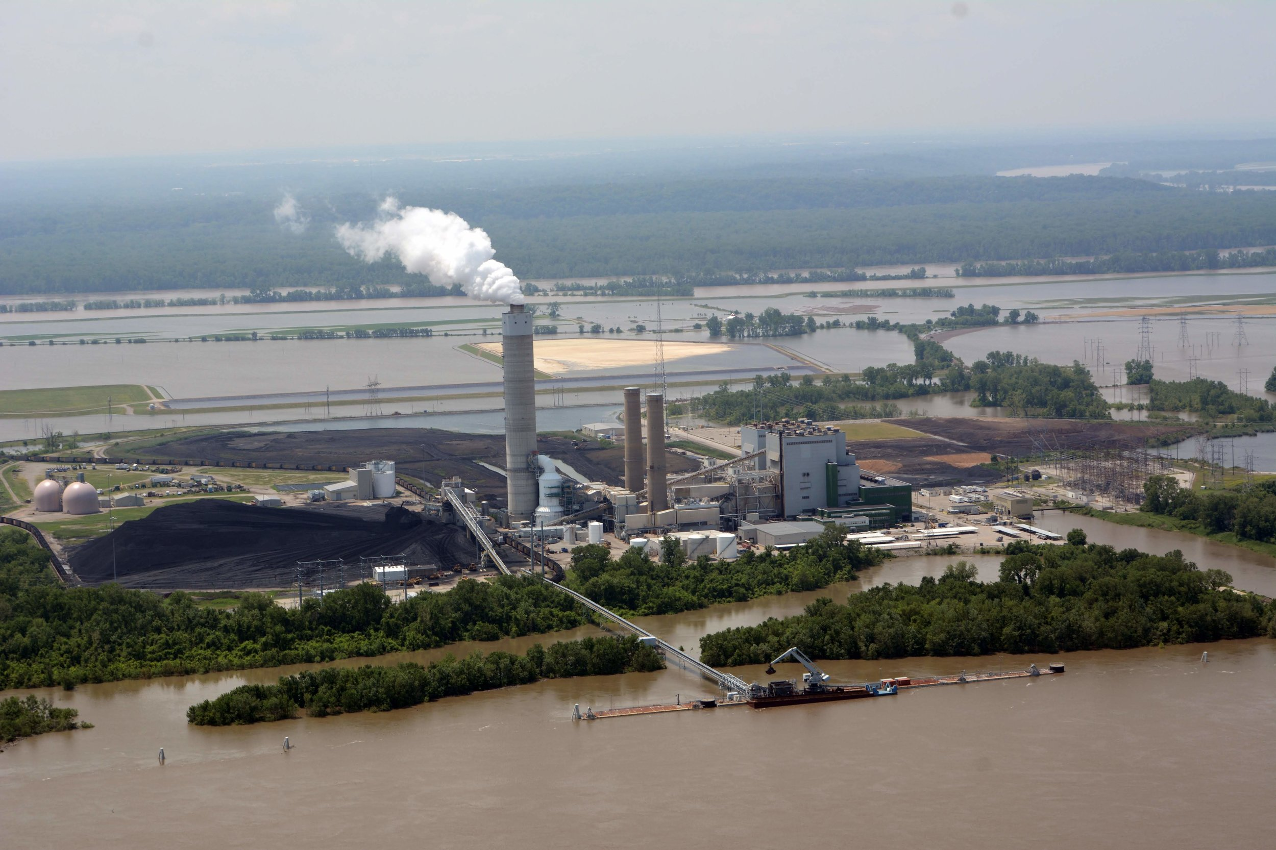 Ameren's Sioux Power Station at the confluence between the Mississippi and Missouri Rivers | Photo taken on June 2, 2019 by Tom Peterson