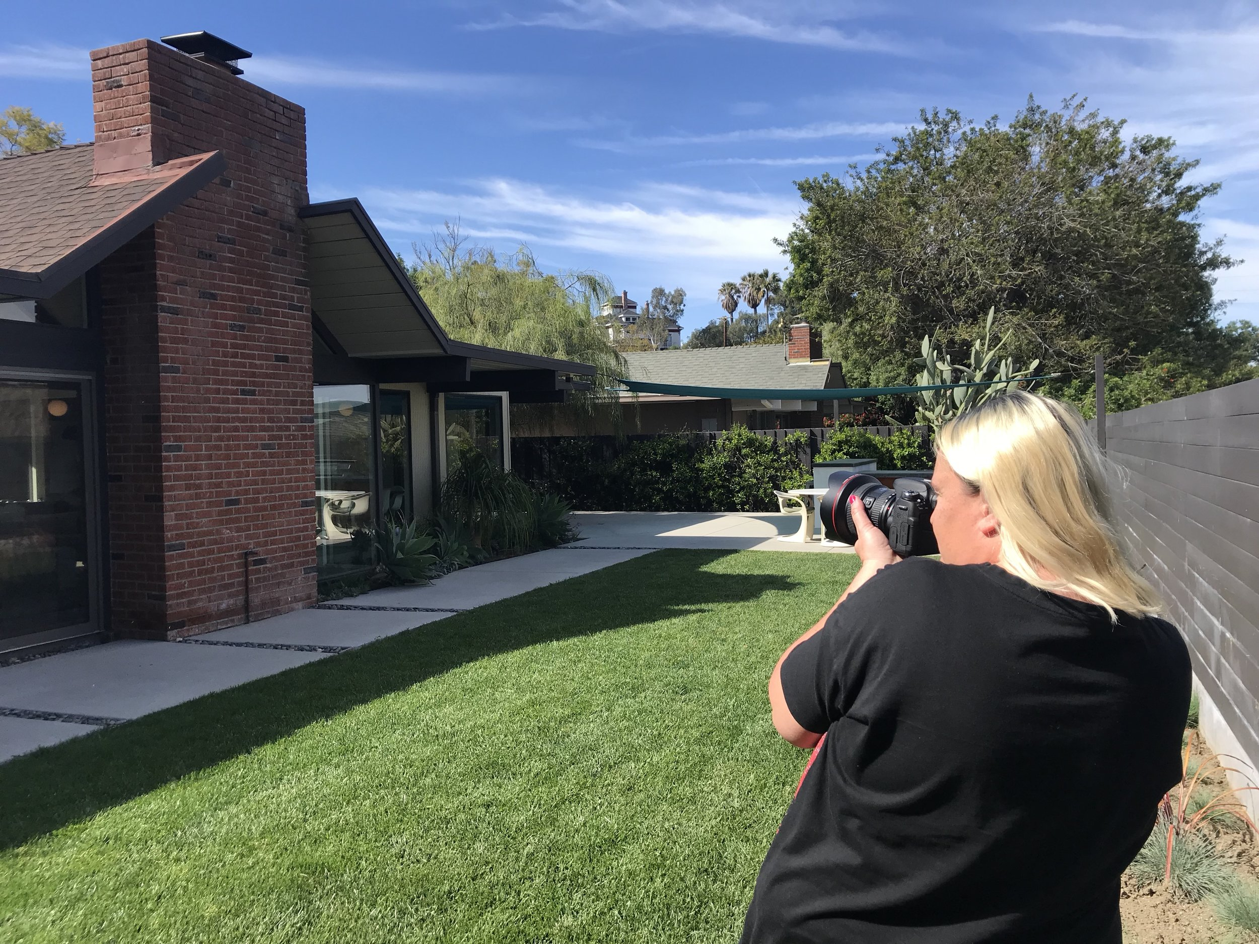 Valerie Smith, photographing features of the Orange Eichler homes