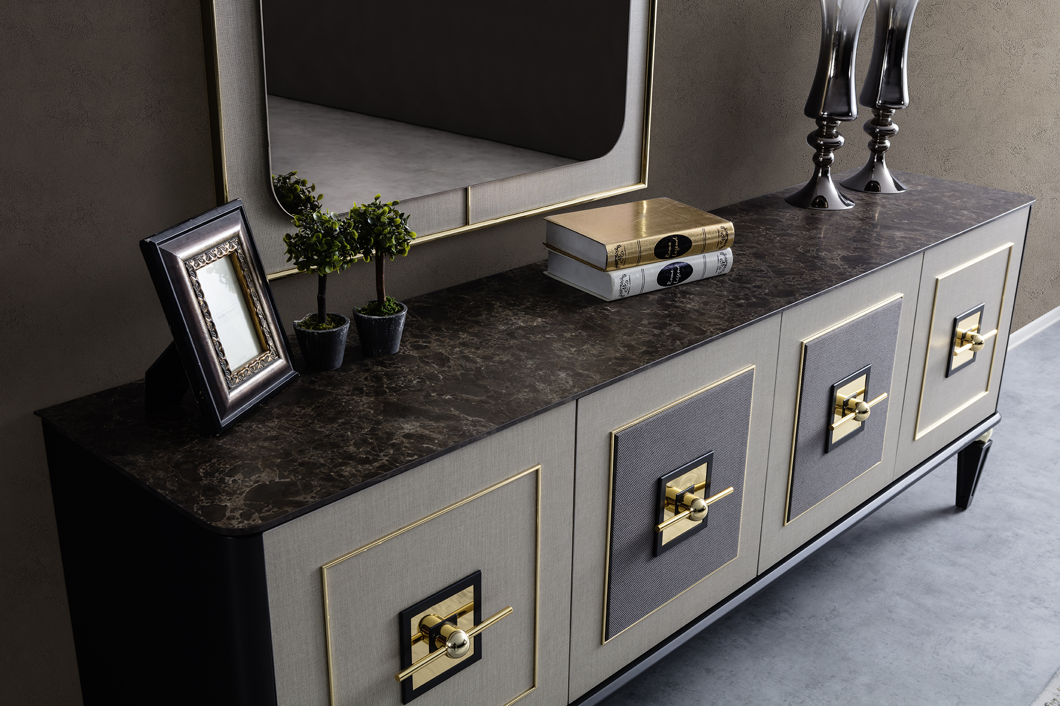 GOLD DINING CONSOLE (2).jpg