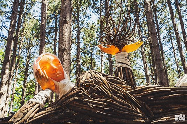 The newest addition to Jardín de Sueños, created by @tigrebailando for @electric_forest 🌲👽🌲 .. .. ... . . . . . . . . . . #electricforest #ef #festival #art #jardindesueños #installationart #teamworkmakesthedreamwork #tigrebailando #carpentry #artlife #forest #exploremore #makersmovement #artofvisuals #visualsoflife #summer #getoutside #explore #makersgonnamake #arty #artphotography #lifestyle #festivalphotography #nikon #nikonusa #createcommune #create #thecreatorclass #exploretocreate