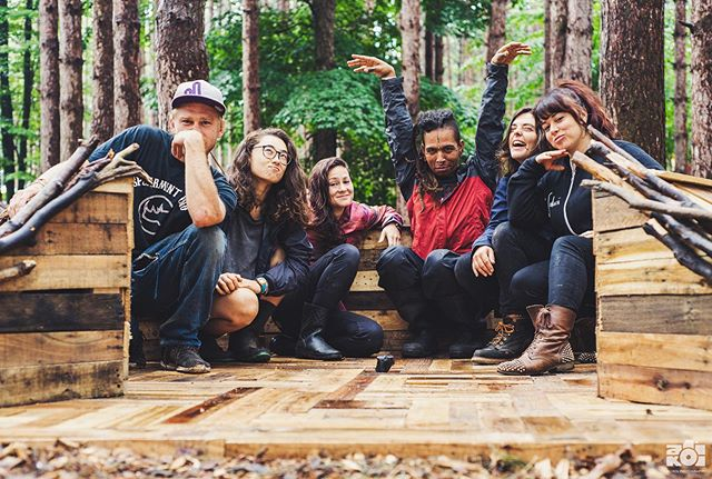 I like carpentry and art and forests very much, but truly it's learning from and sharing the delirious late nights / pancake party mornings with these clowns that makes festival builds such magic. This was my last festy project for a while and I couldn't have asked for a better goon squad to mark the occasion 🌲👽🌲 .. .. . . . . . . . . . #electricforest #ef #festival #art #jardindesueños #installationart #teamworkmakesthedreamwork #tigrebailando #carpentry #artlife #forest #exploremore #makersmovement #artofvisuals #visualsoflife #summer #getoutside #explore #makersgonnamake #arty #artphotography #lifestyle #festivalphotography #nikon #nikonusa #createcommune #create #thecreatorclass #exploretocreate