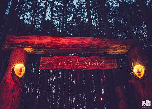 The Jardín's entrance portal grew some fun guys during its year in the forest.. geddit... fungi.. 🍄... they did actually grow some crazy mushrooms but also Tigre made these gorgeous masks to invite people into the space 🌲👽🌲 ... .. . Jardín de Sueños created by @tigrebailando for @electric_forest ✨ . .. ... . . . . . #electricforest #ef #festival #art #ef2019 #installationart #sculpture #tigrebailando #carpentry #artlife #forest #exploremore #makersmovement #artofvisuals #visualsoflife #summer #getoutside #explore #fountain #arty #artphotography #lifestyle #festivalphotography #nikon #nikonusa #createcommune #create #thecreatorclass #exploretocreate