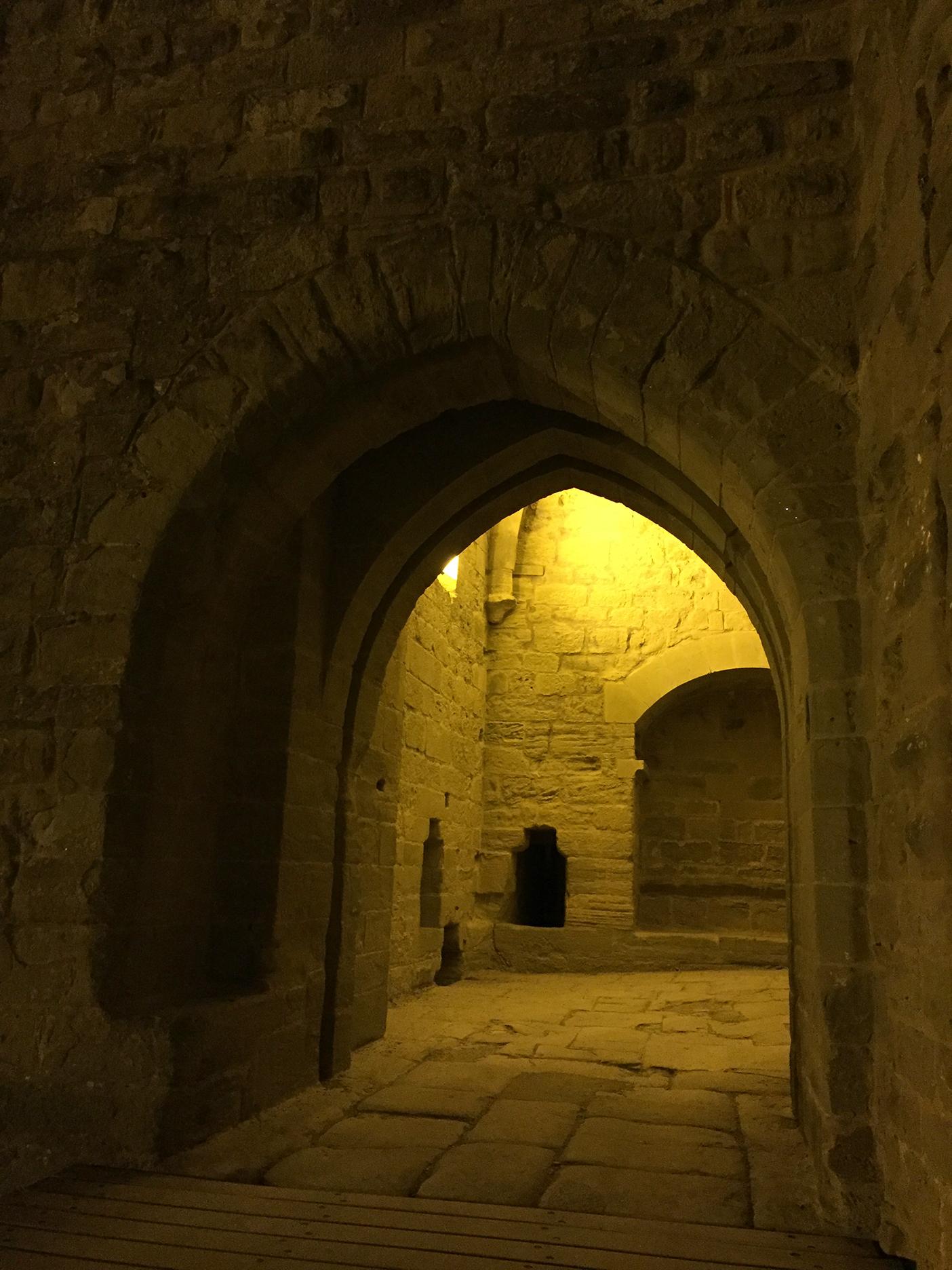 Peeking into Porte Saint Nazaire