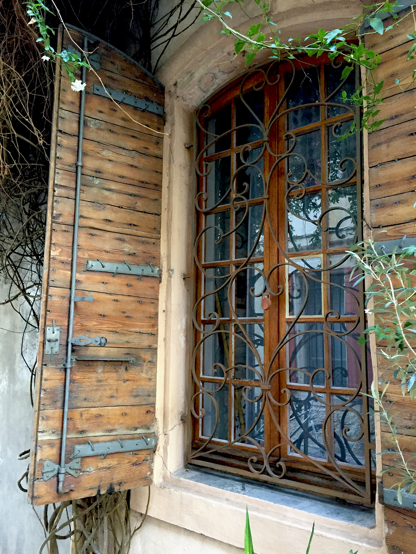 Rue Molière. I loved the iron work on the shutters and the window!