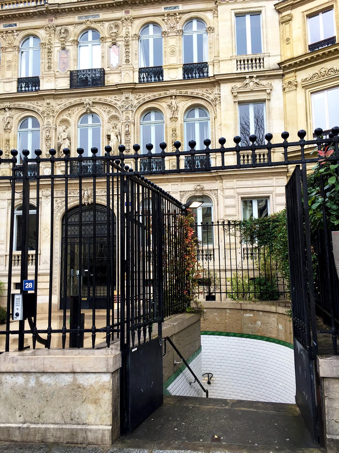 Station Saint-Georges in the 9th arrondissement seems to lead to the basement of the hôtel de la marquise de Païva, built in 1840.