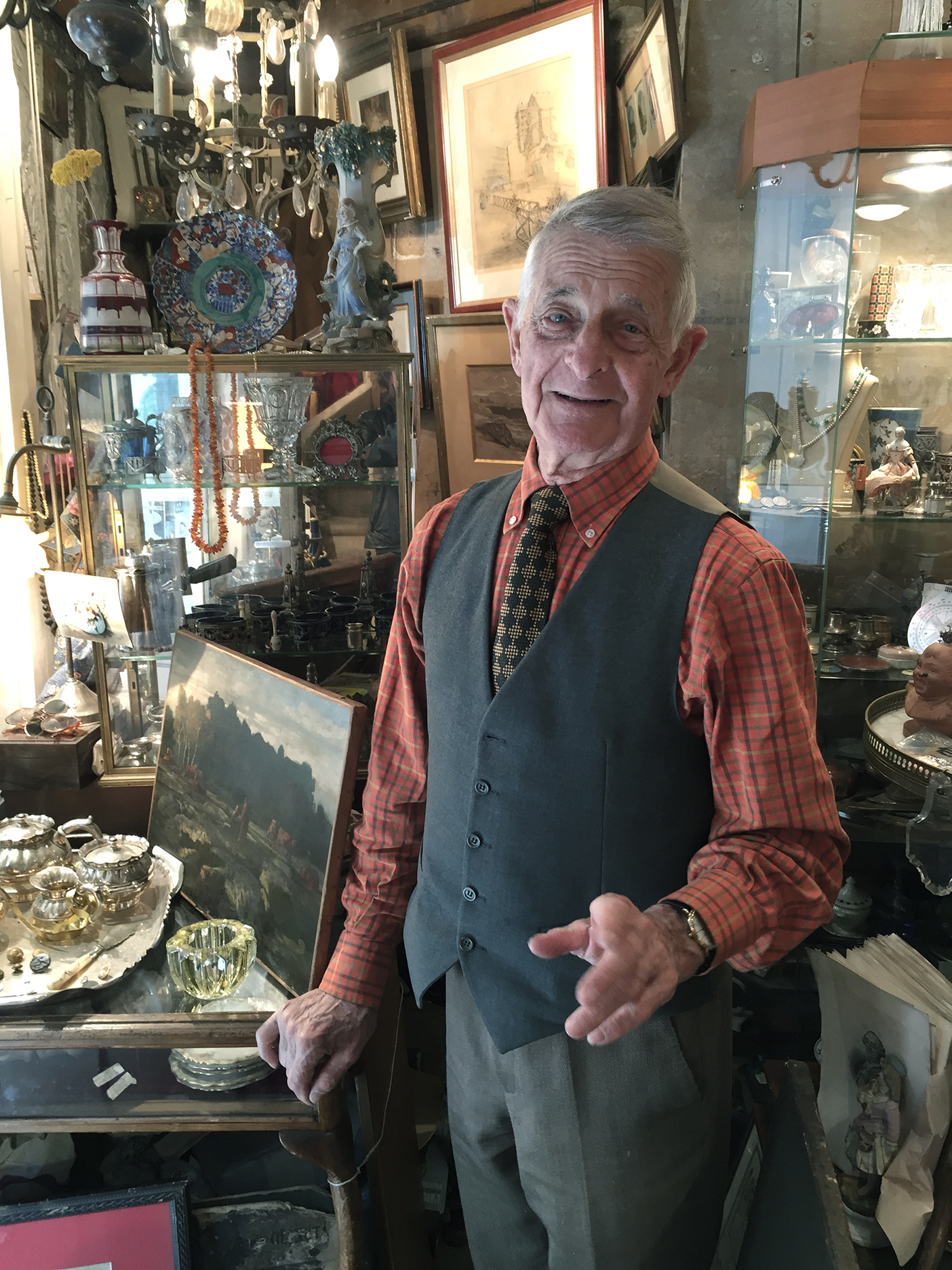 Roger's antique shop in Paris-1