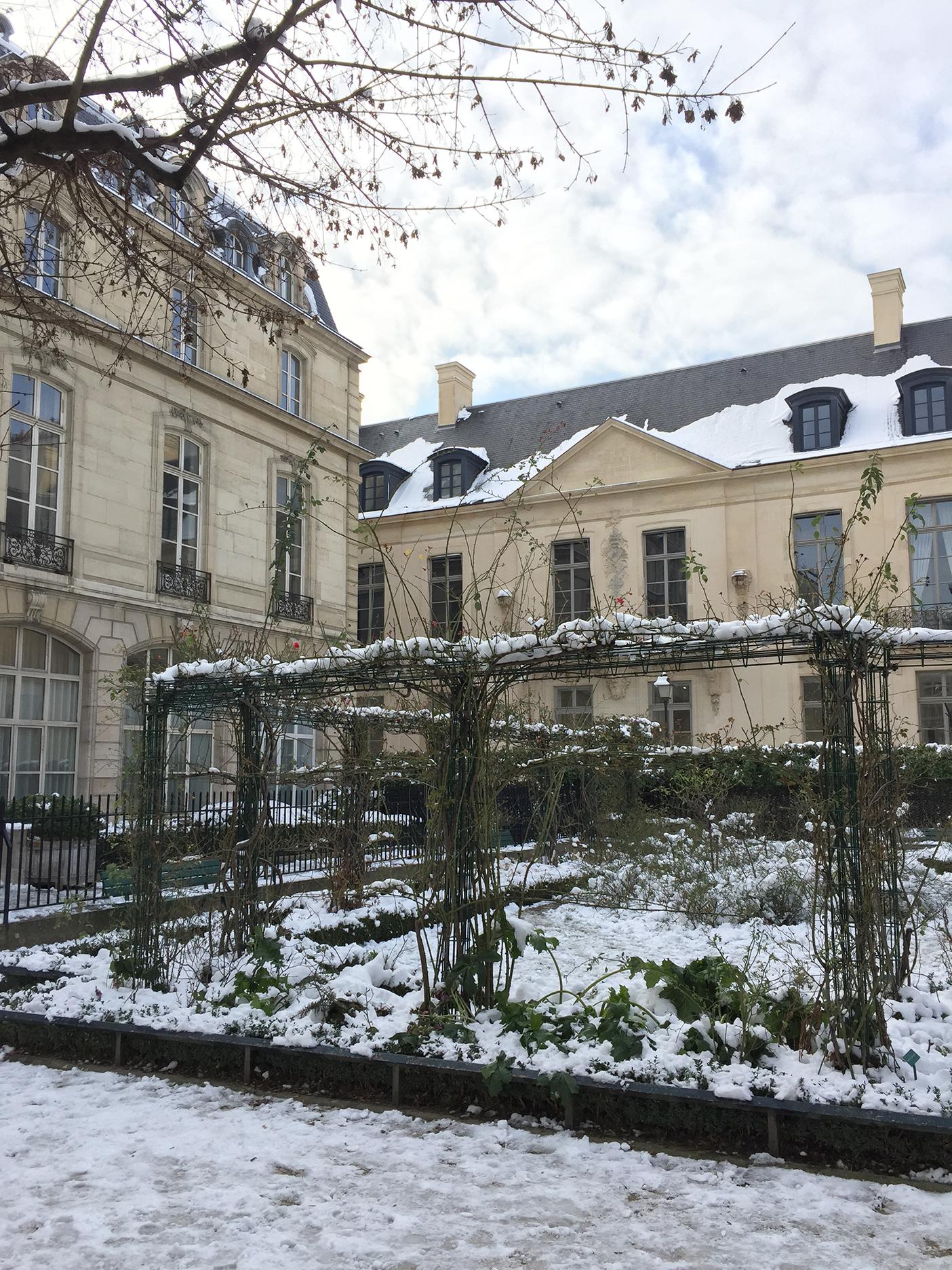 Square St Gilles at Hôtel du Grand Veneur