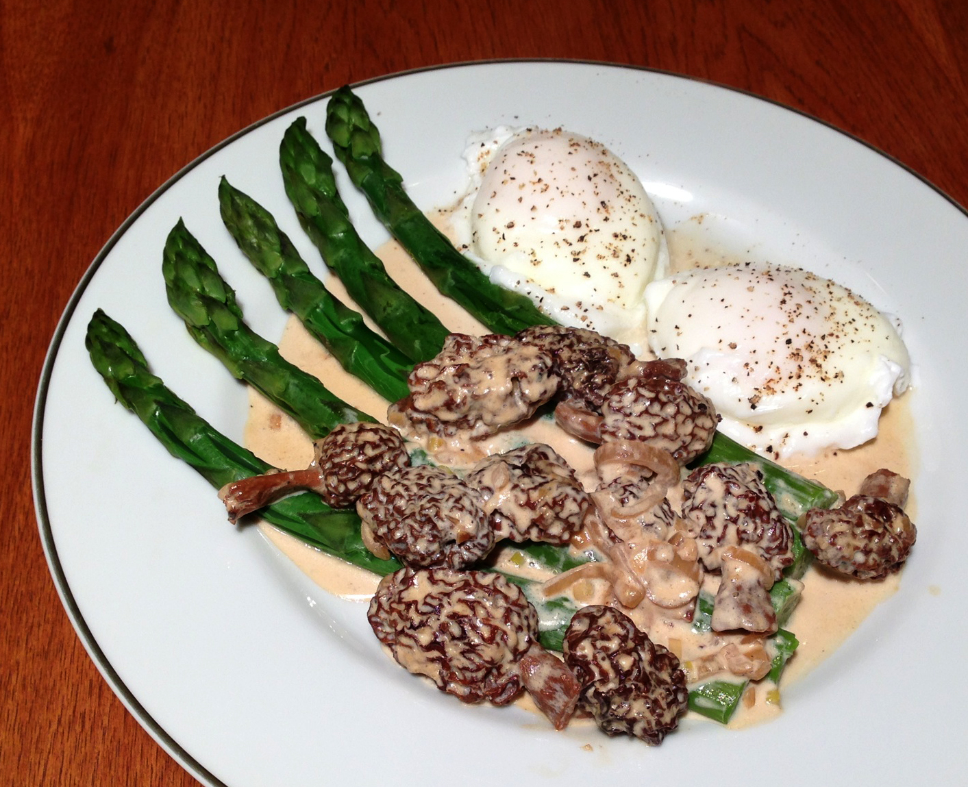 Asparagus with morel cream