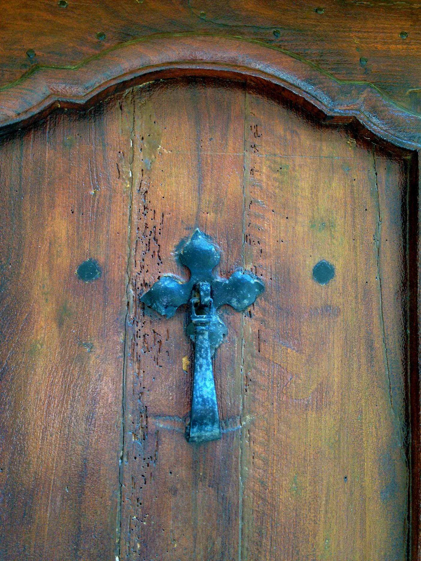 Hammer-style door knocker. Looks pretty old...