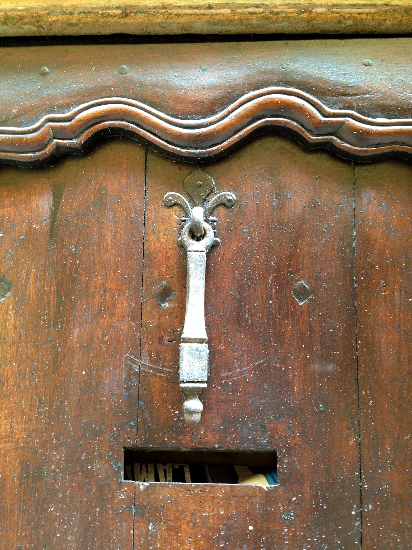 Another hammer-style door knocker