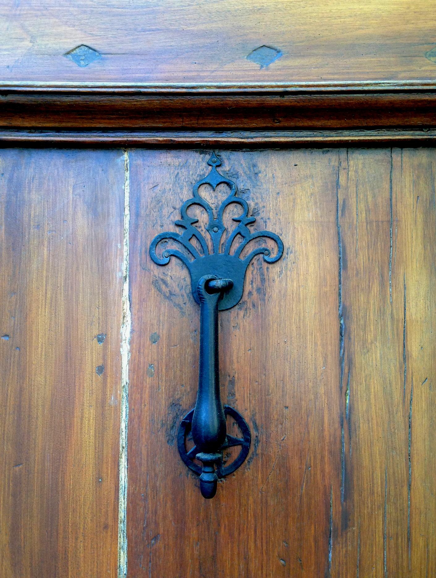 A more ornate hammer-style knocker