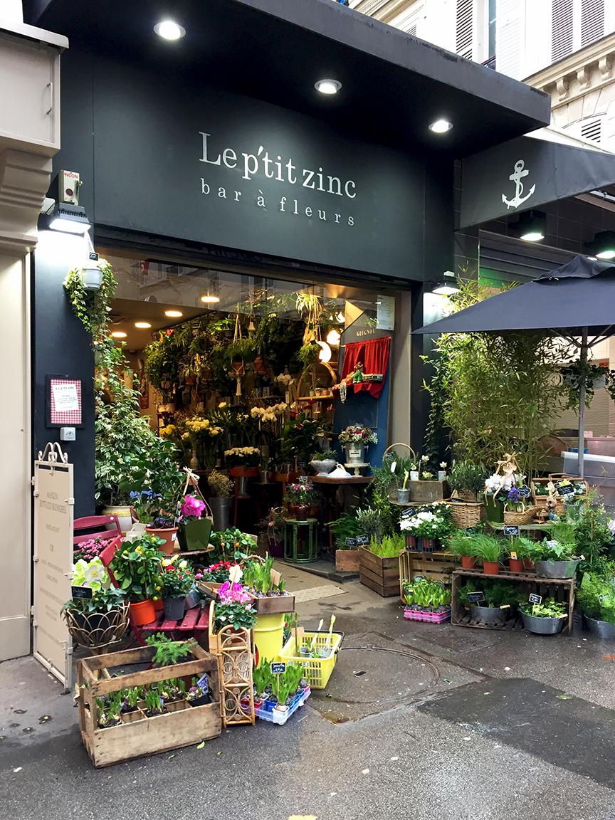 Rue des Martyrs, 9th arr. A flower bar...